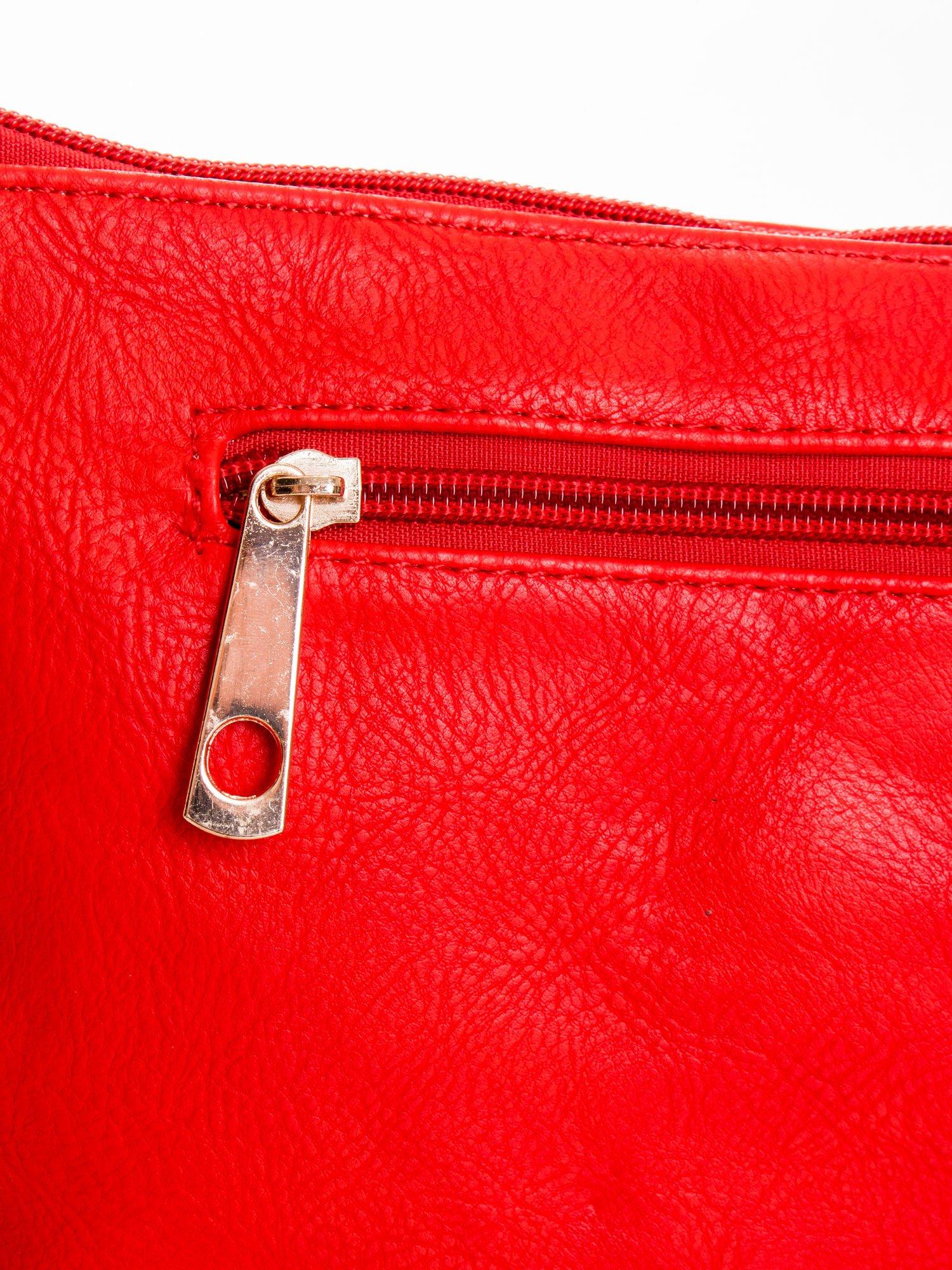 Czerwona kopertówka z dżetami motyw ust                                  zdj.                                  5