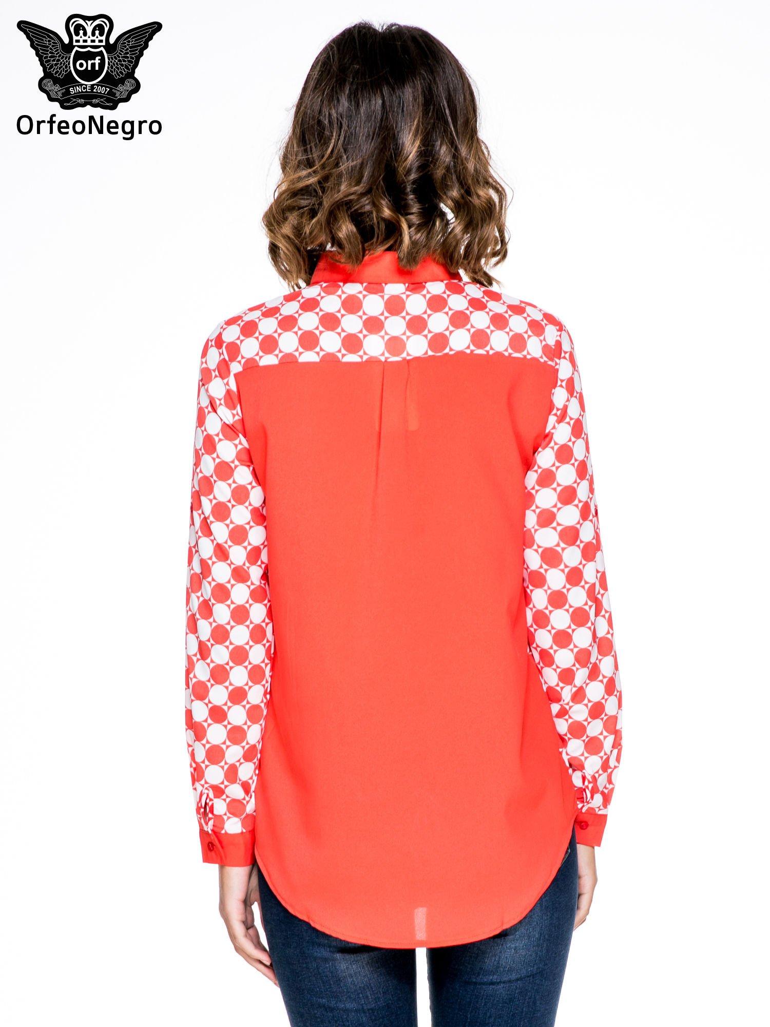 Czerwona koszula we wzór op-art z biżuteryjnym kołnierzykiem                                  zdj.                                  4