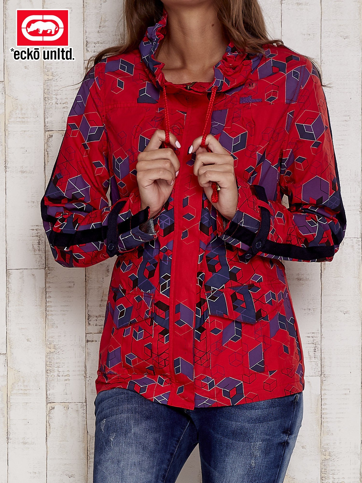 Czerwona kurtka w geometryczne wzory                                  zdj.                                  1