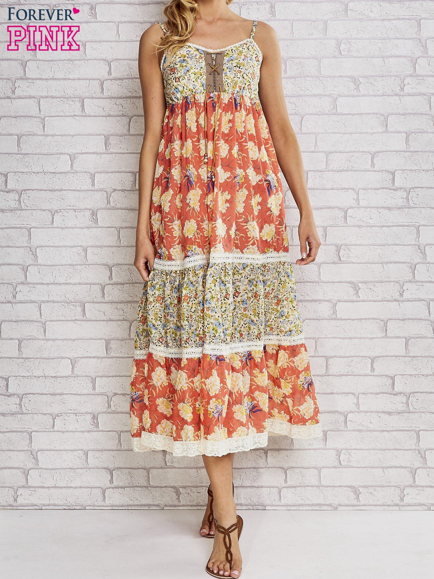 Czerwona sukienka midi w łączkę z wiązaniem                                  zdj.                                  1