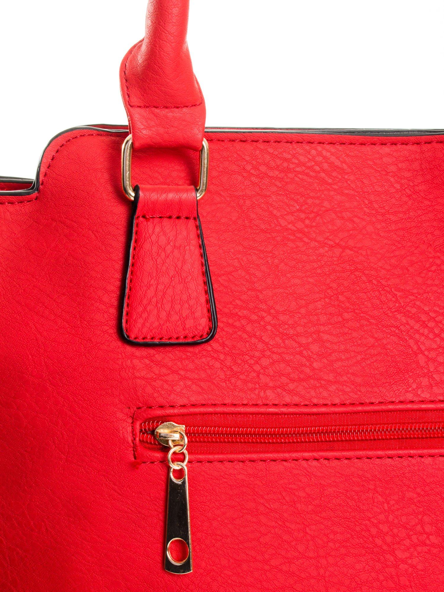 Czerwona torba ze złotymi wykończeniami                                  zdj.                                  7