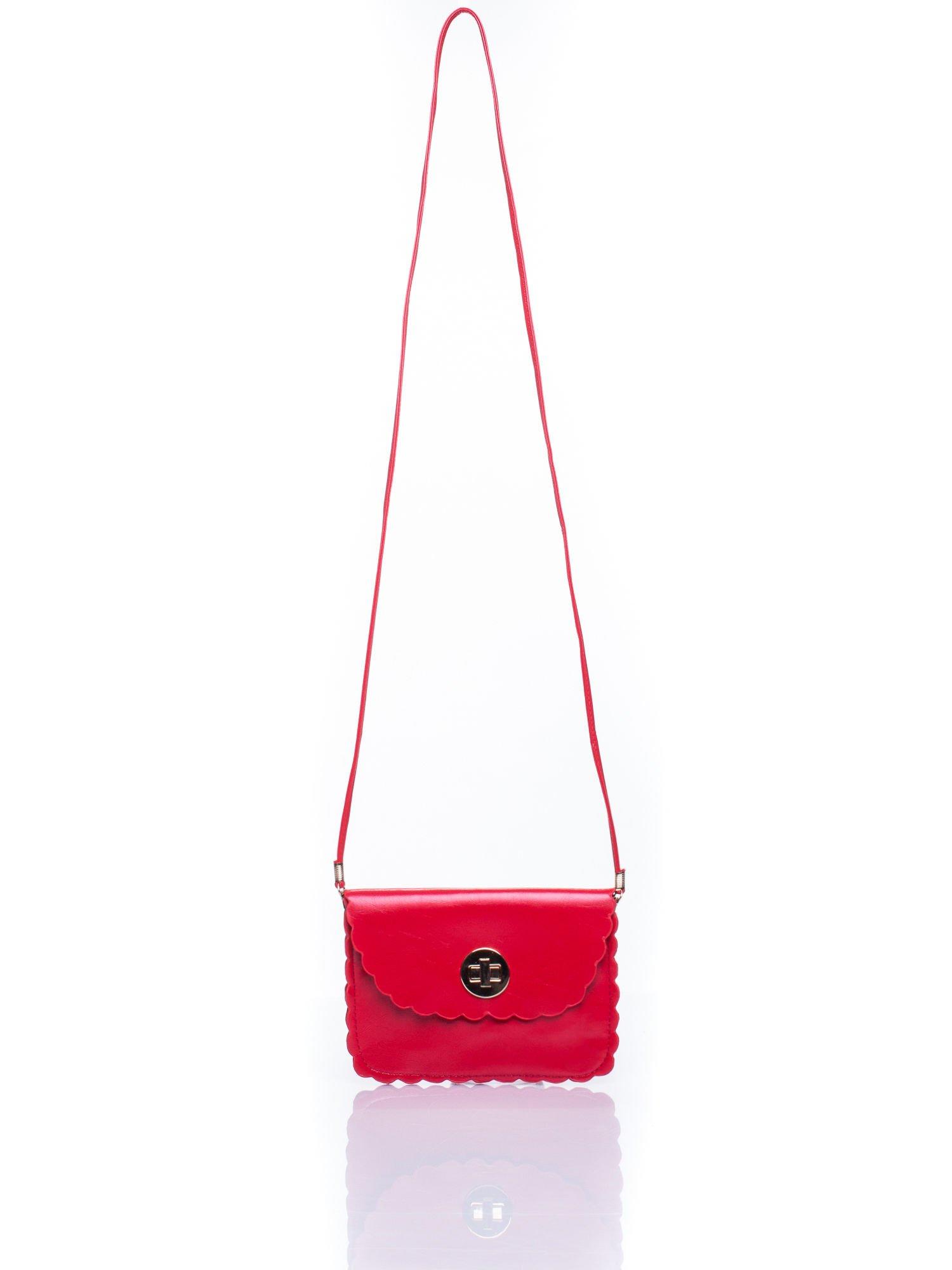 Czerwona torebka listonoszka z falowanym wykończeniem                                  zdj.                                  5