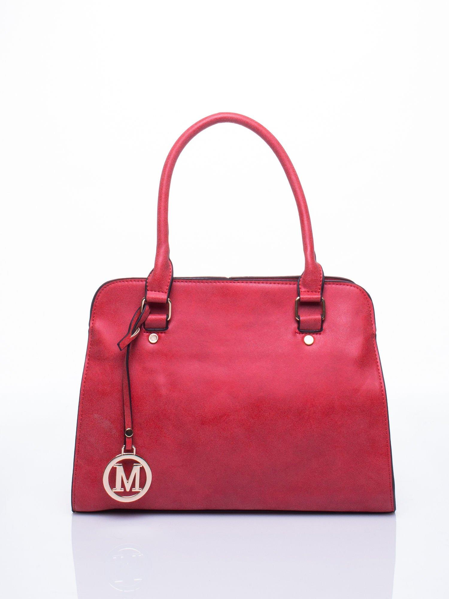 Czerwona torebka miejska z zawieszką                                  zdj.                                  1