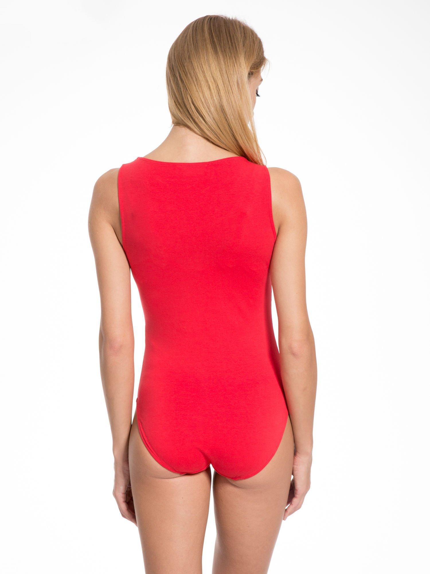 Czerwone gładkie body na szerokich ramiączkach                                  zdj.                                  4