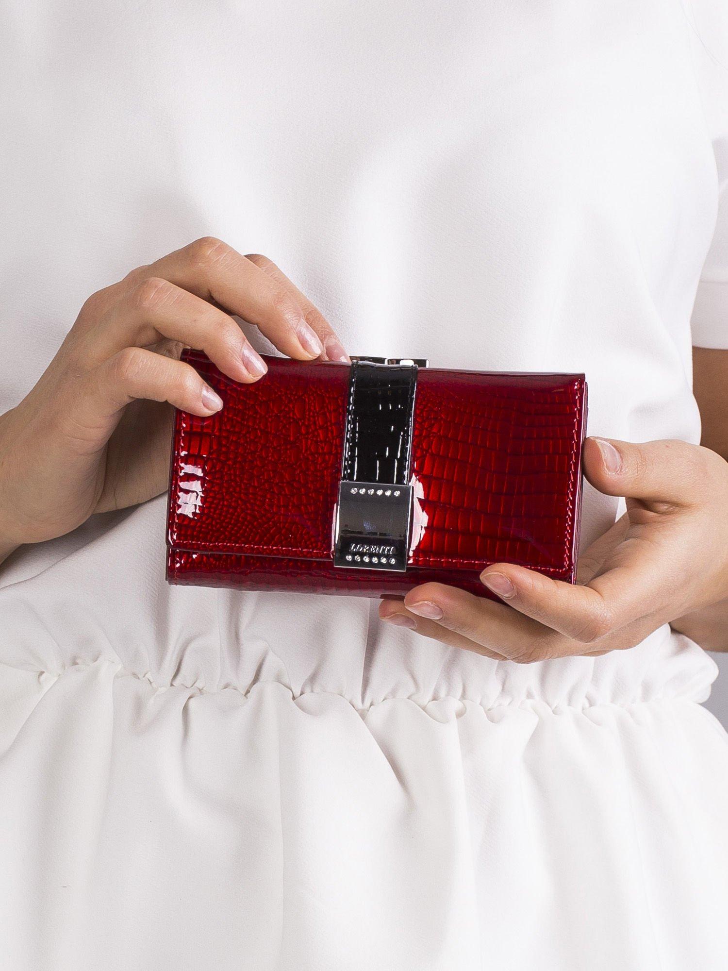 1541681b6a924 Czerwony damski portfel lakierowany - Akcesoria portfele - sklep ...