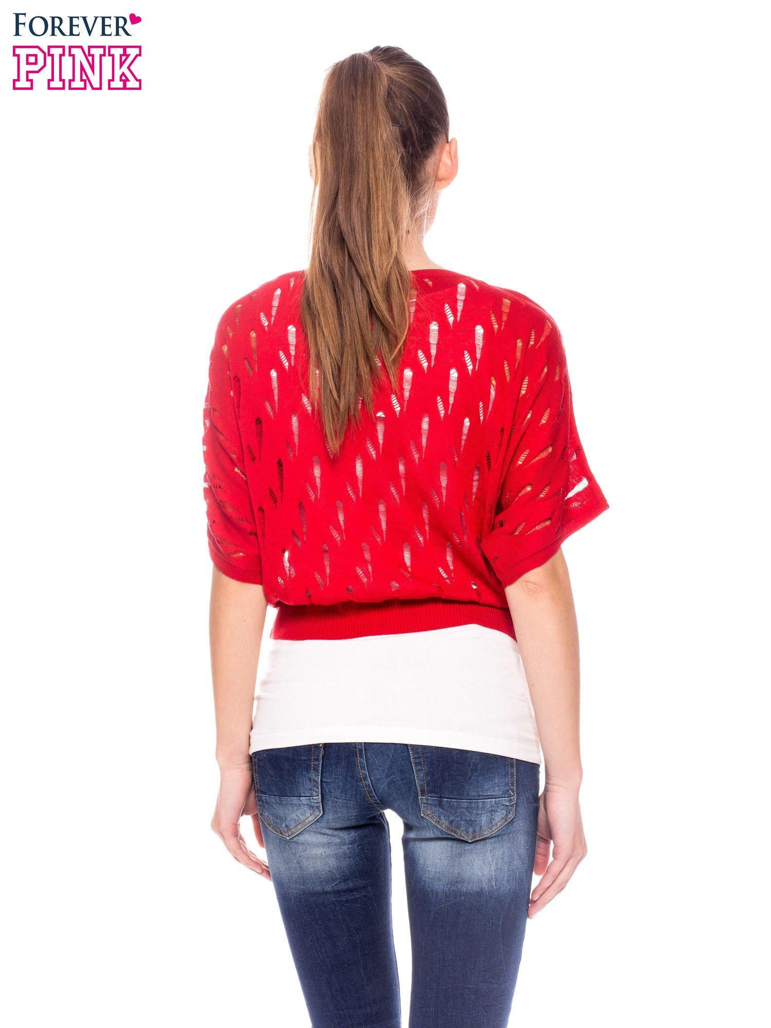 Czerwony krótki ażurowy sweterek                                  zdj.                                  4