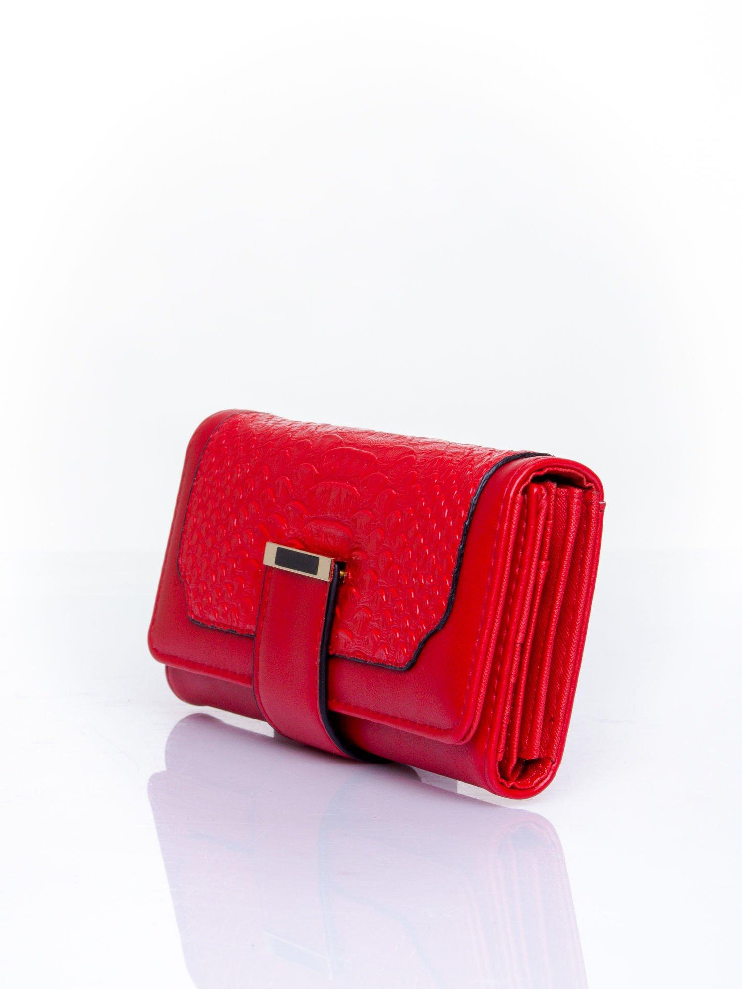 Czerwony portfel z motywem skóry aligatora                                   zdj.                                  3