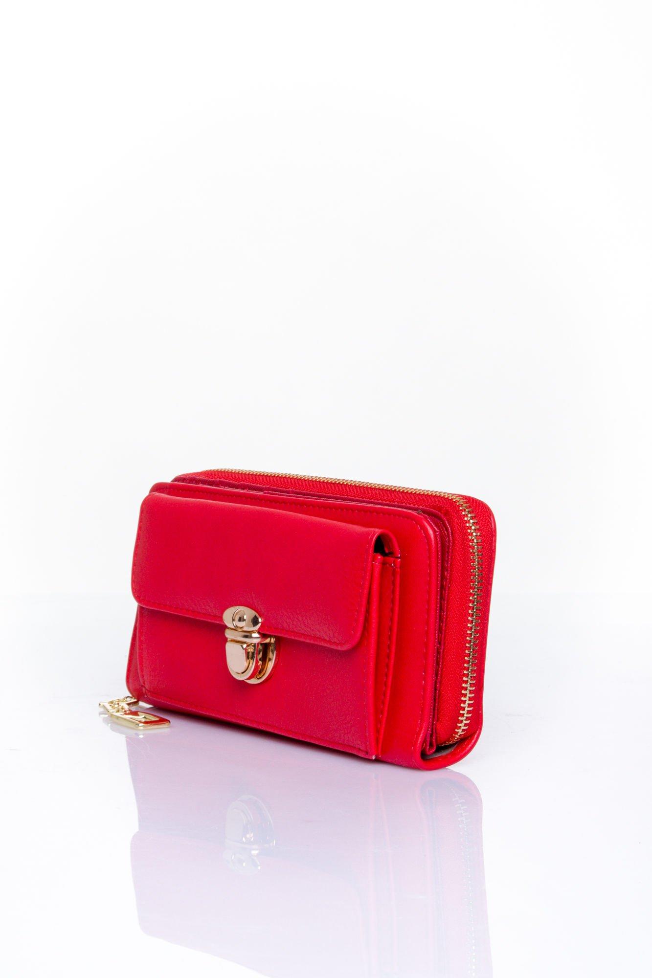 Czerwony portfel ze złotym zapięciem                                  zdj.                                  3