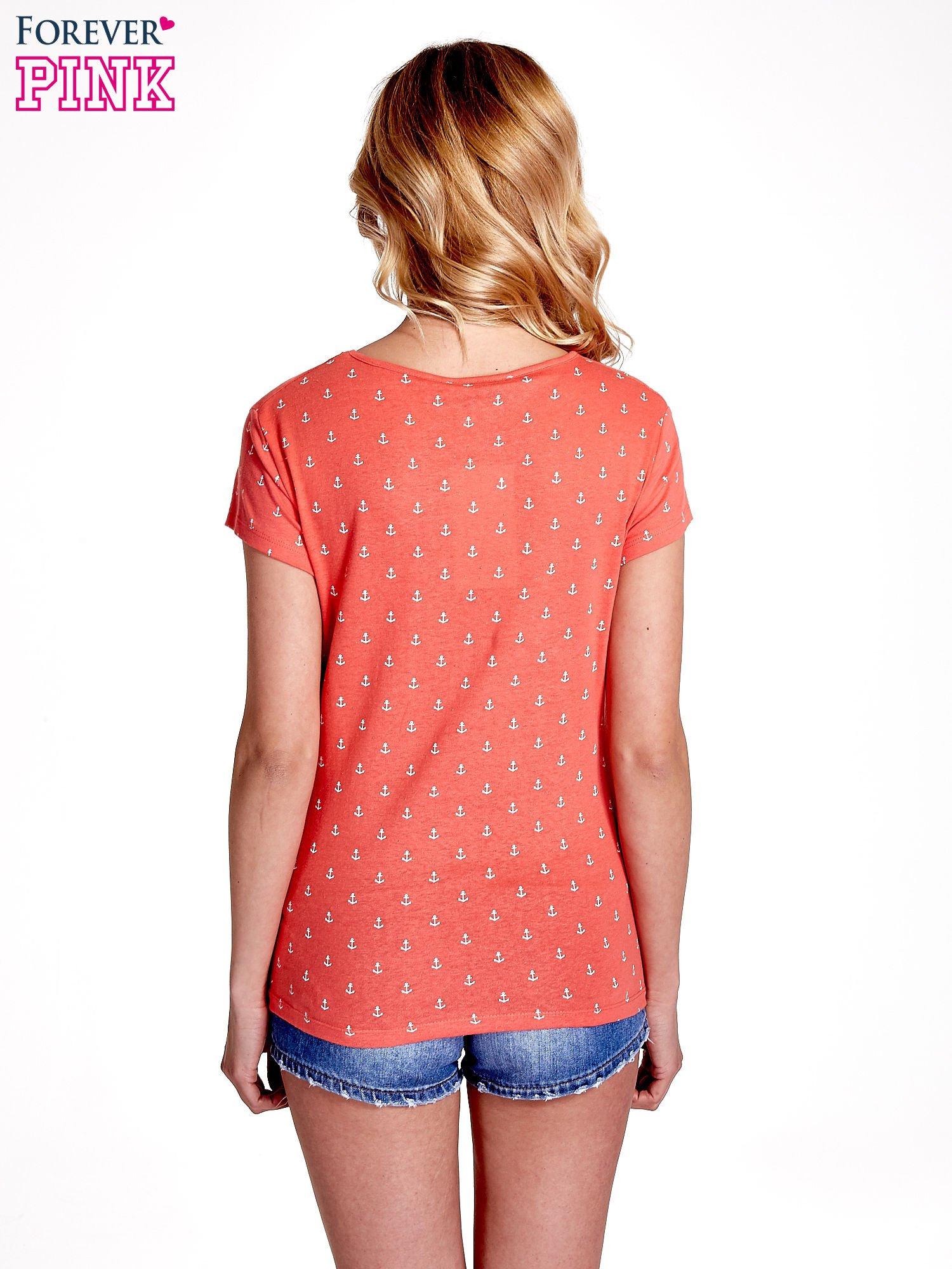 Czerwony t-shirt w drobne kotwice                                  zdj.                                  4