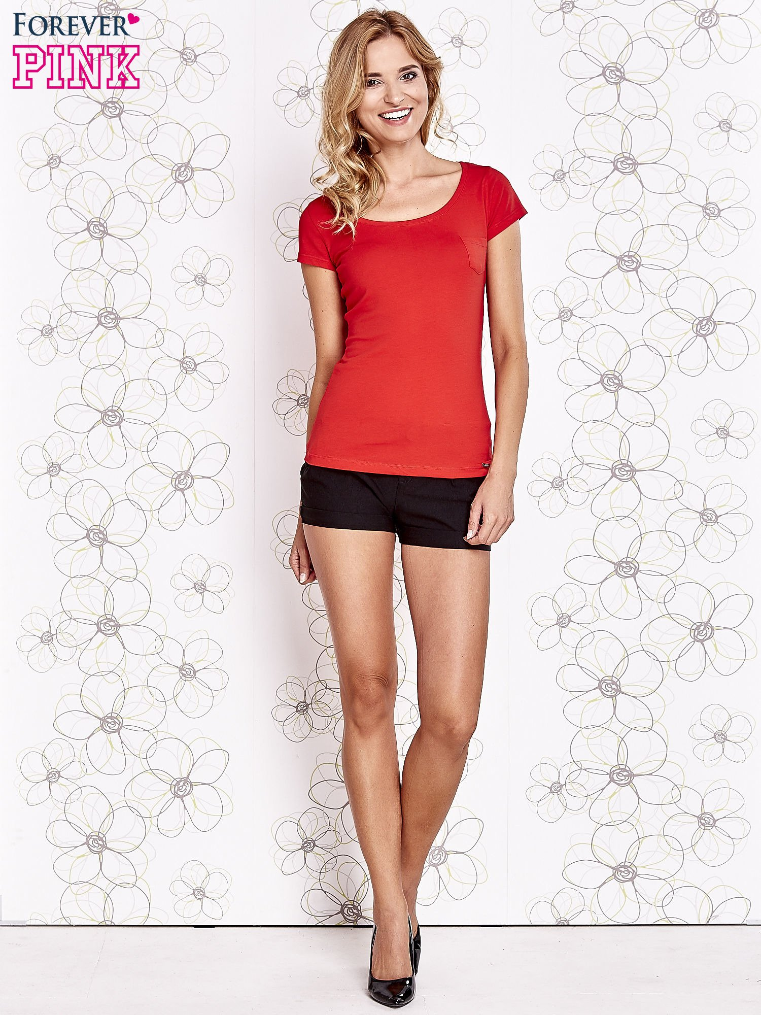 Czerwony t-shirt z kieszonką i koronkowym tyłem                                  zdj.                                  2