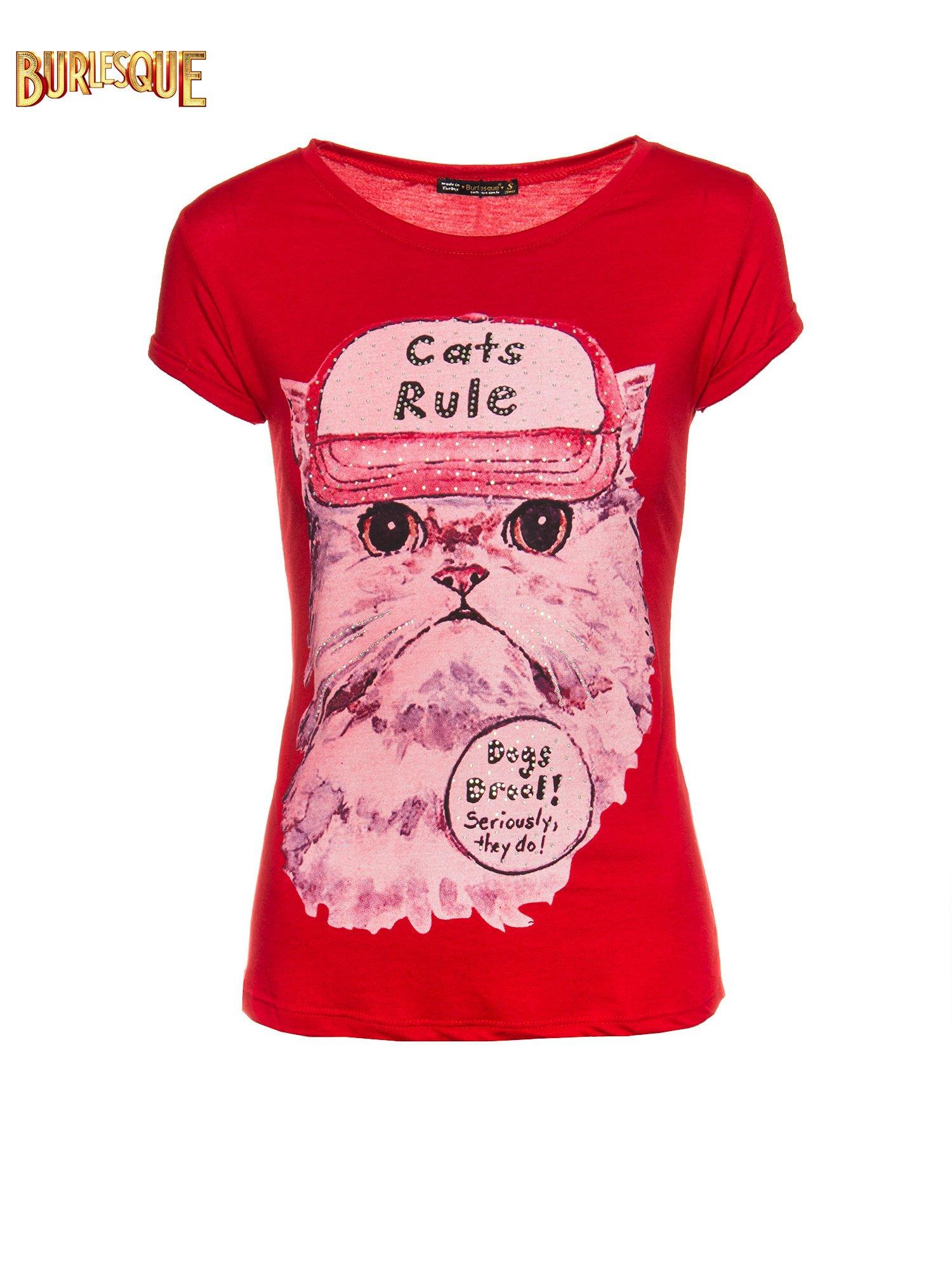 Czerwony t-shirt z nadrukiem kota i napisem CATS RULE                                  zdj.                                  1