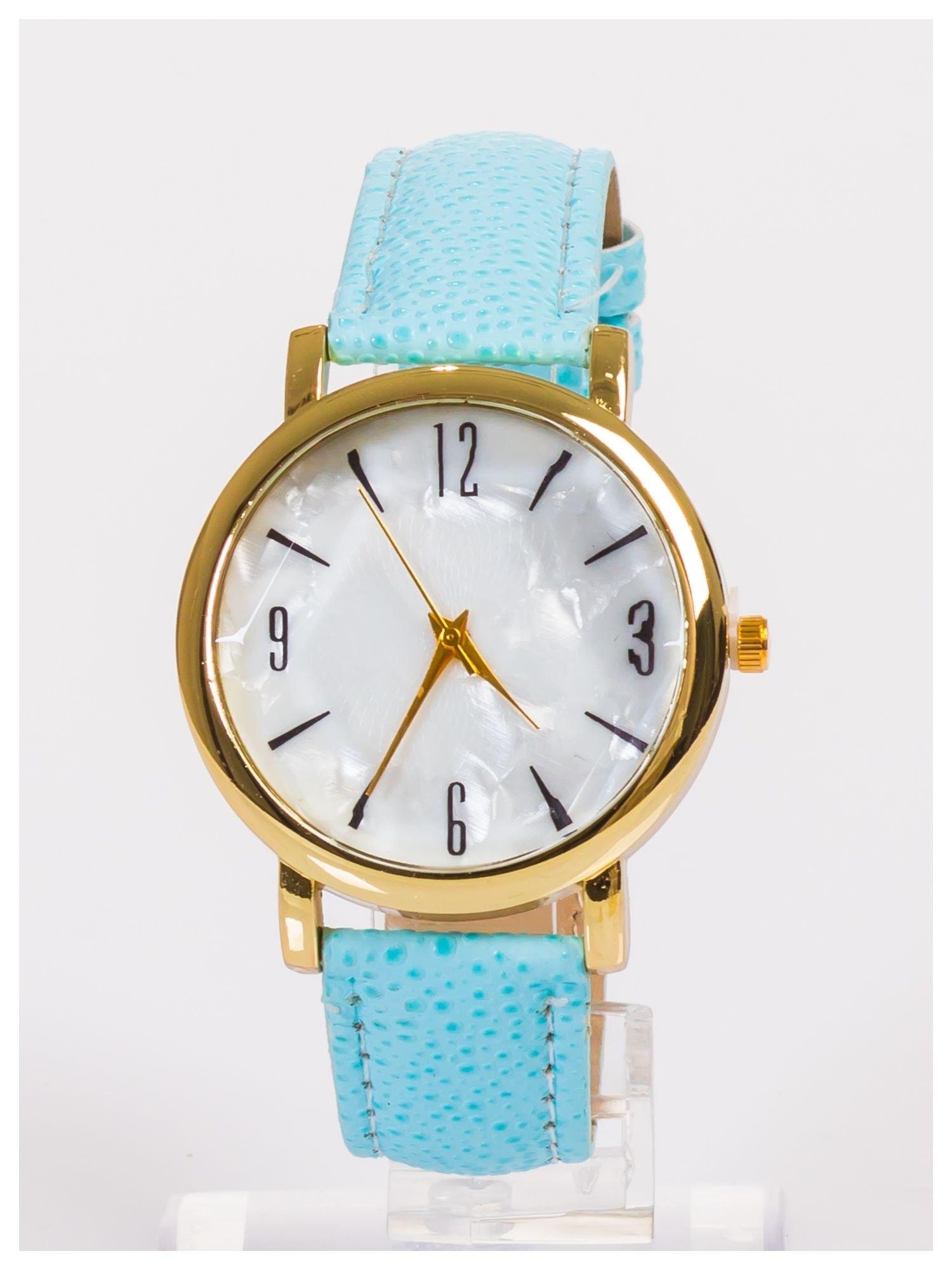Damski zegarek z dużą i wyraźną perłową tarczą                                  zdj.                                  1