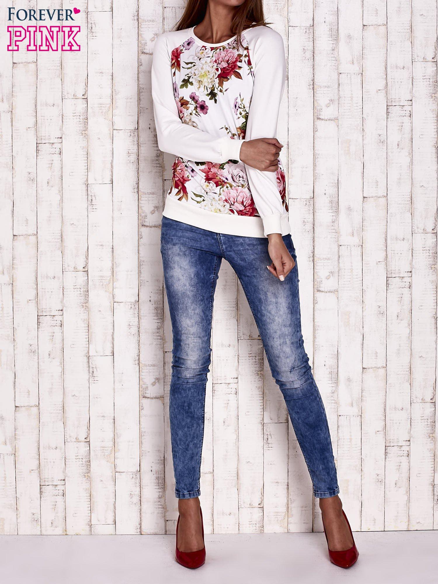 Ecru bluza z kwiatowym motywem                                  zdj.                                  2