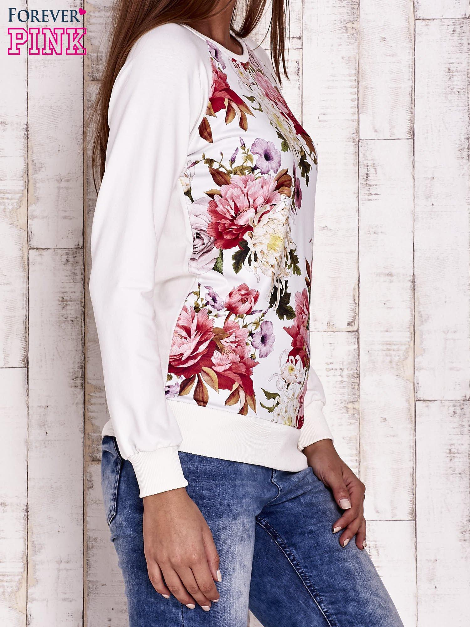 Ecru bluza z kwiatowym motywem                                  zdj.                                  3