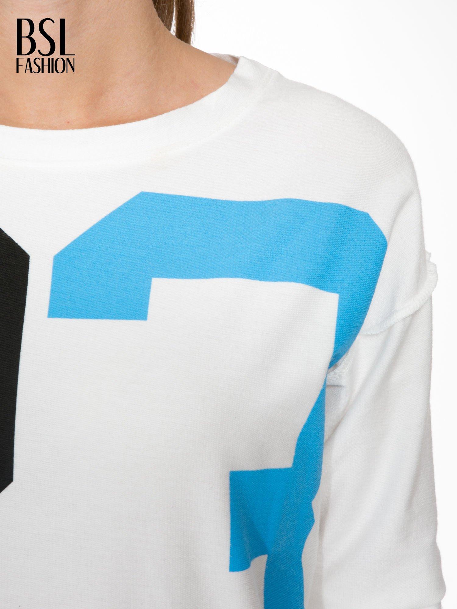 Ecru bluza z nadrukiem numerycznym 23                                  zdj.                                  5