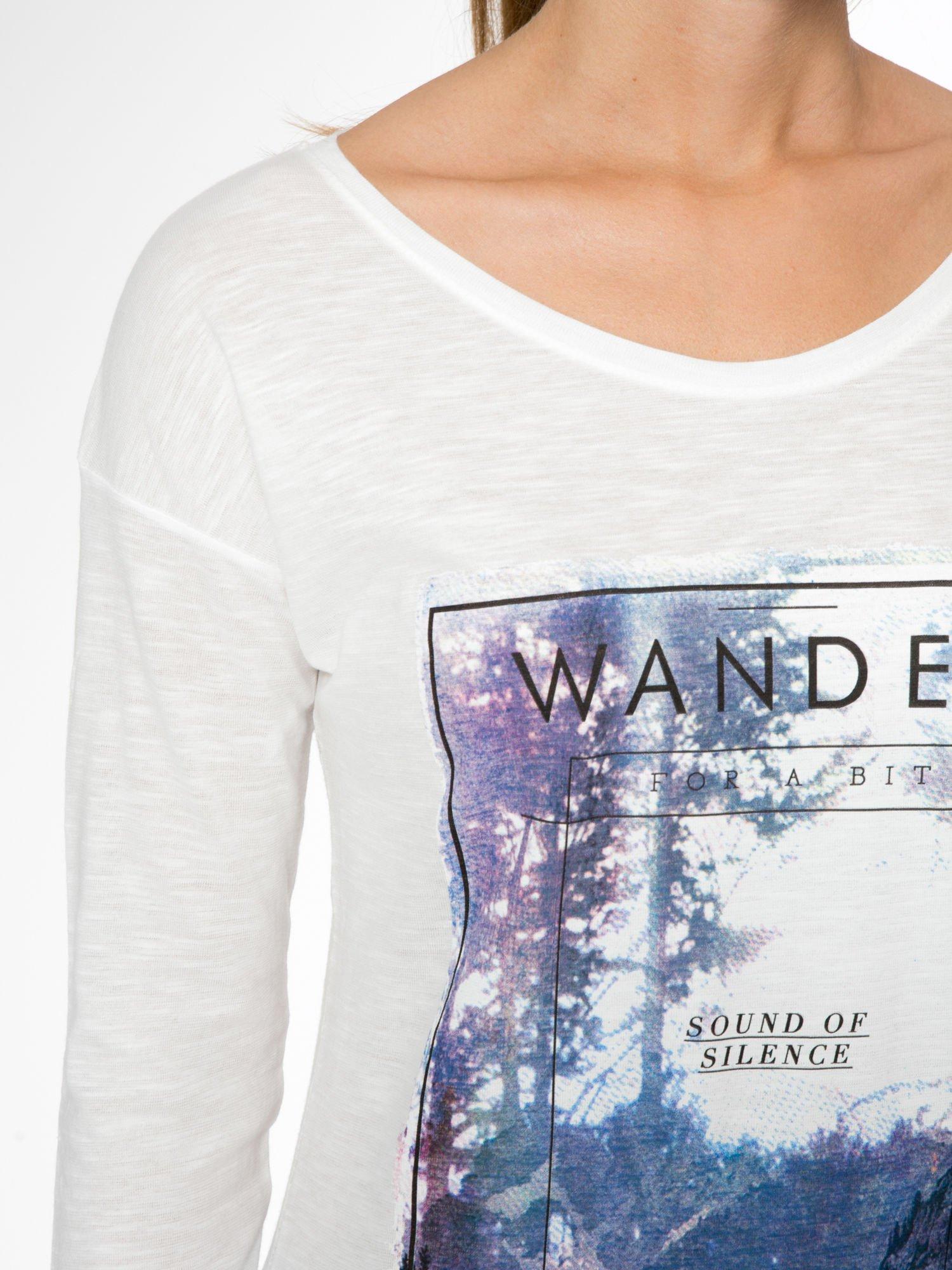 Ecru bluzka z nadrukiem krajobrazu i napisem WANDER                                  zdj.                                  6