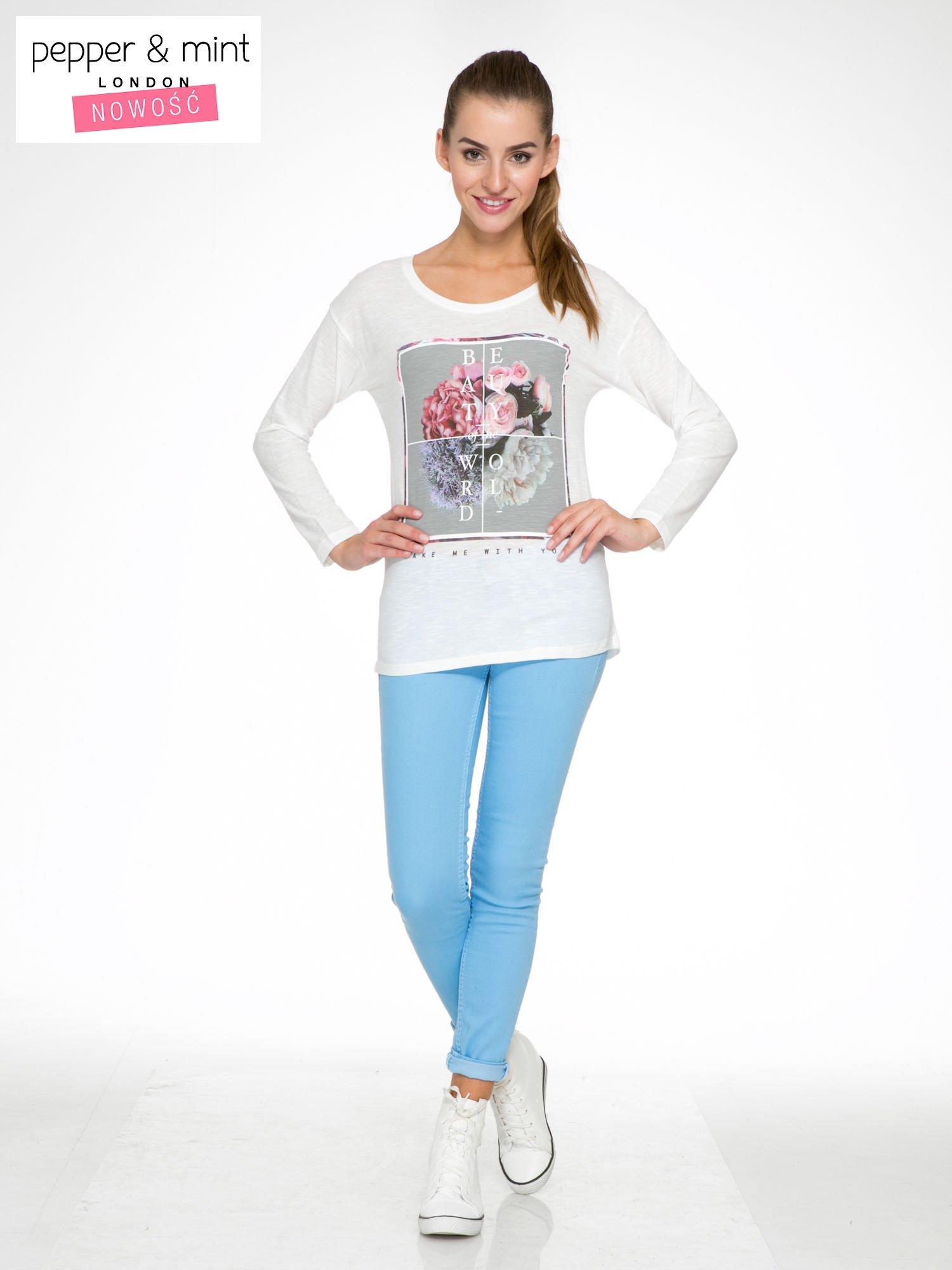 Ecru bluzka z nadrukiem kwiatów i napisem BEAUTY OF THE WORLD                                  zdj.                                  2