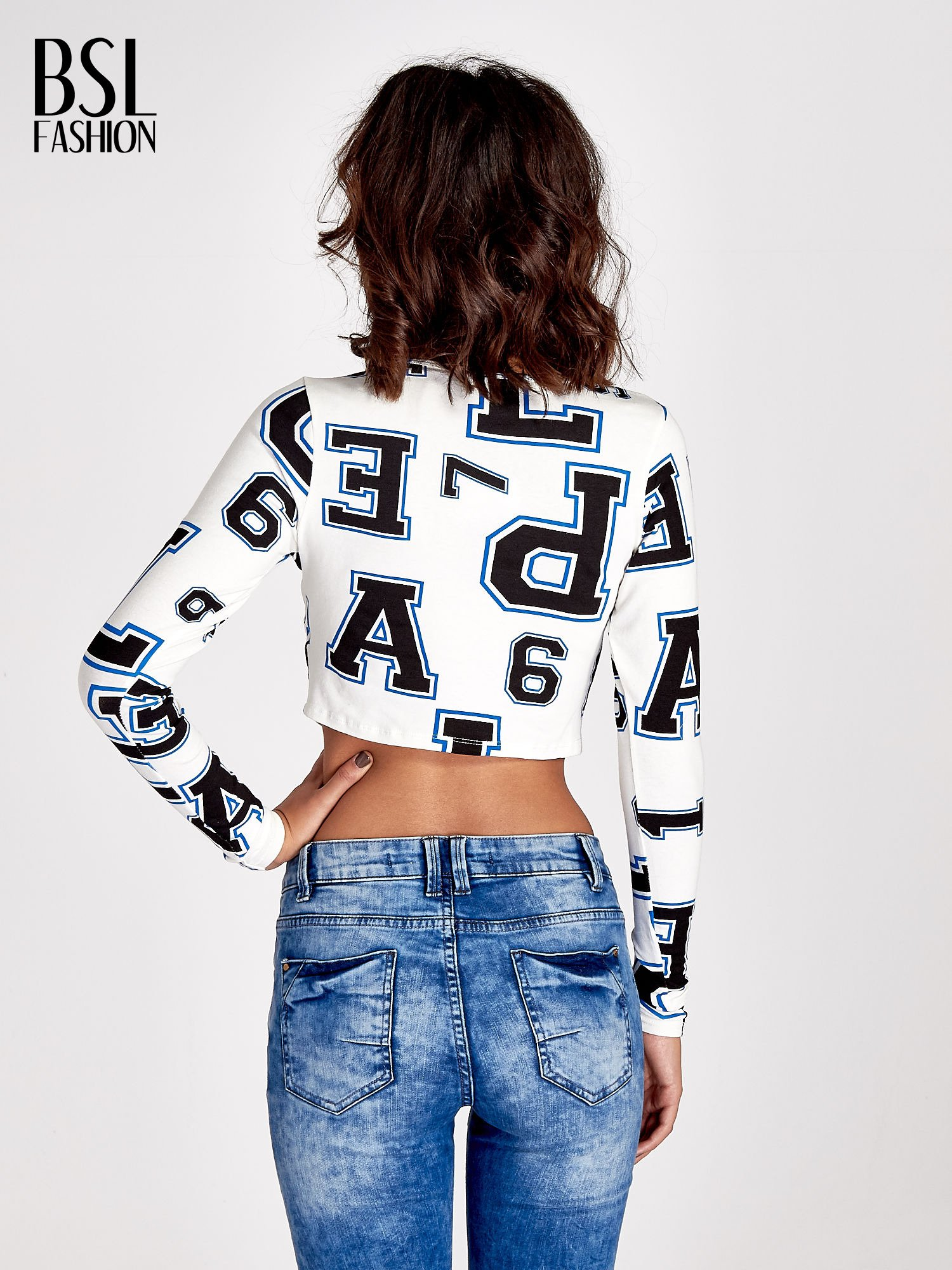 Ecru bluzka z nadrukiem literowonumerycznym                                  zdj.                                  3