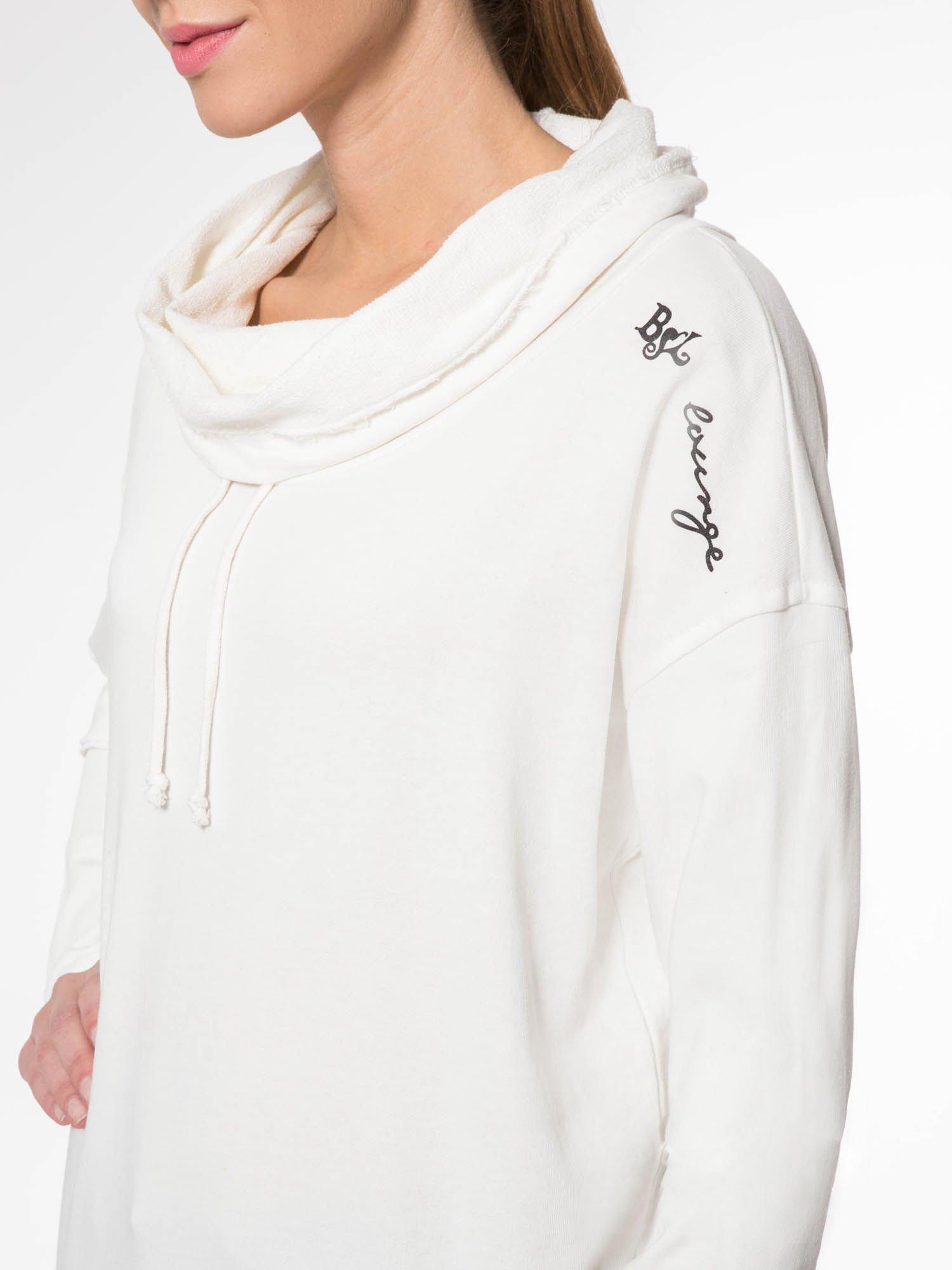 Ecru długa bluza ze ściąganym kapturokominem                                  zdj.                                  5
