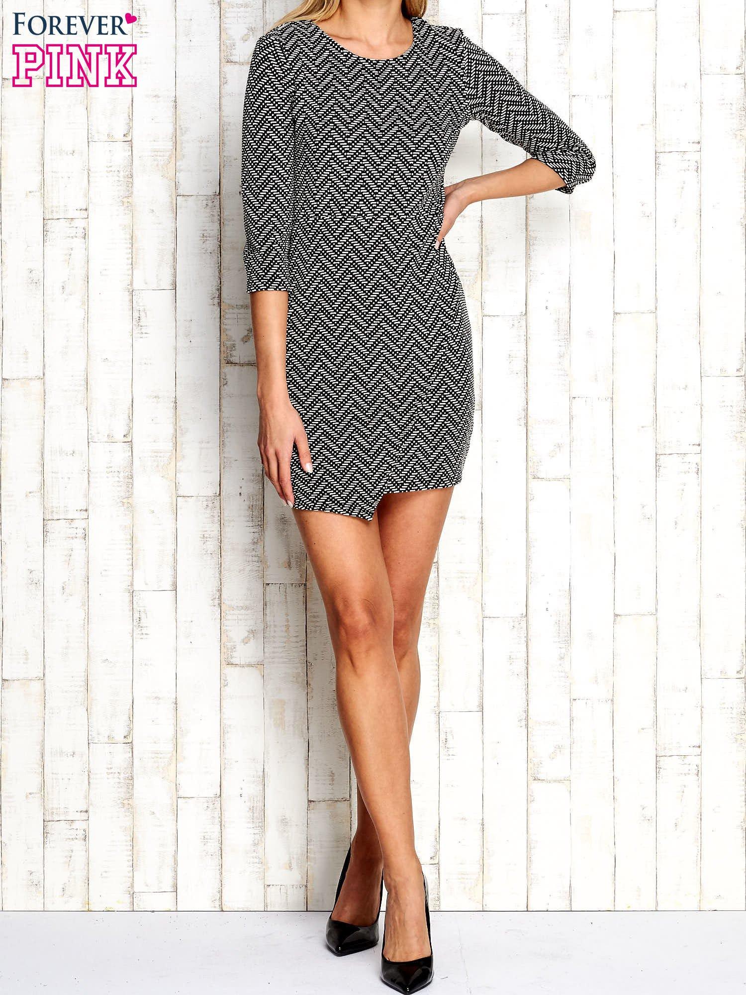 Ecru fakturowana sukienka z motywami geometrycznymi                                  zdj.                                  5