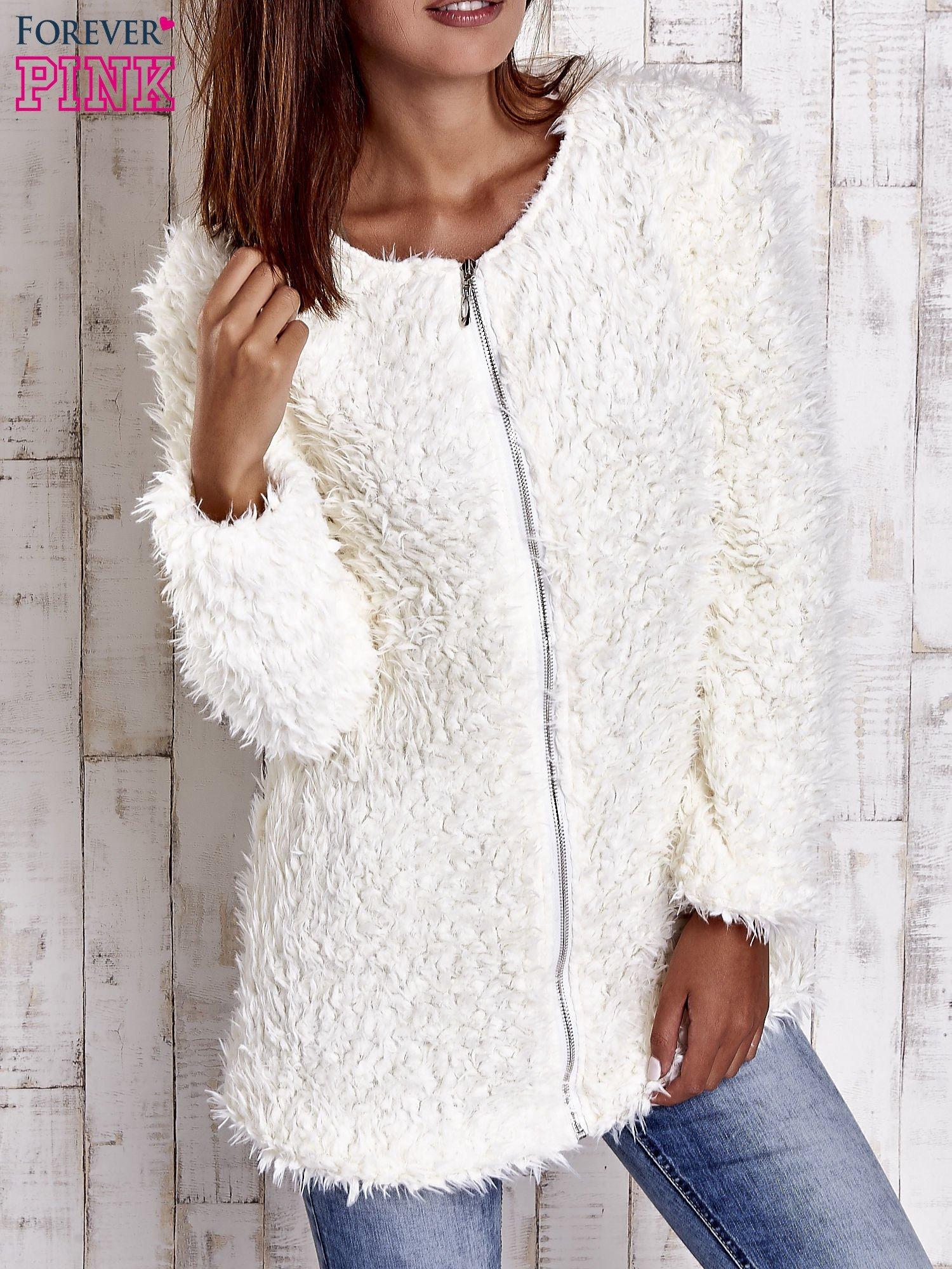 Ecru futrzany sweter kurtka na suwak                                  zdj.                                  4