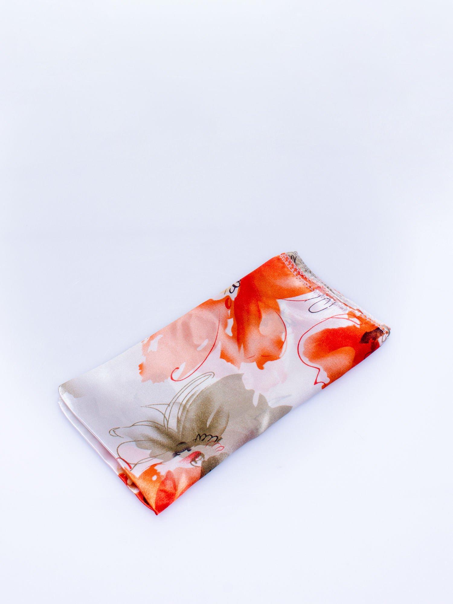 Ecru-koralowa chusta apaszka z roślinnym ornamentem                                  zdj.                                  3