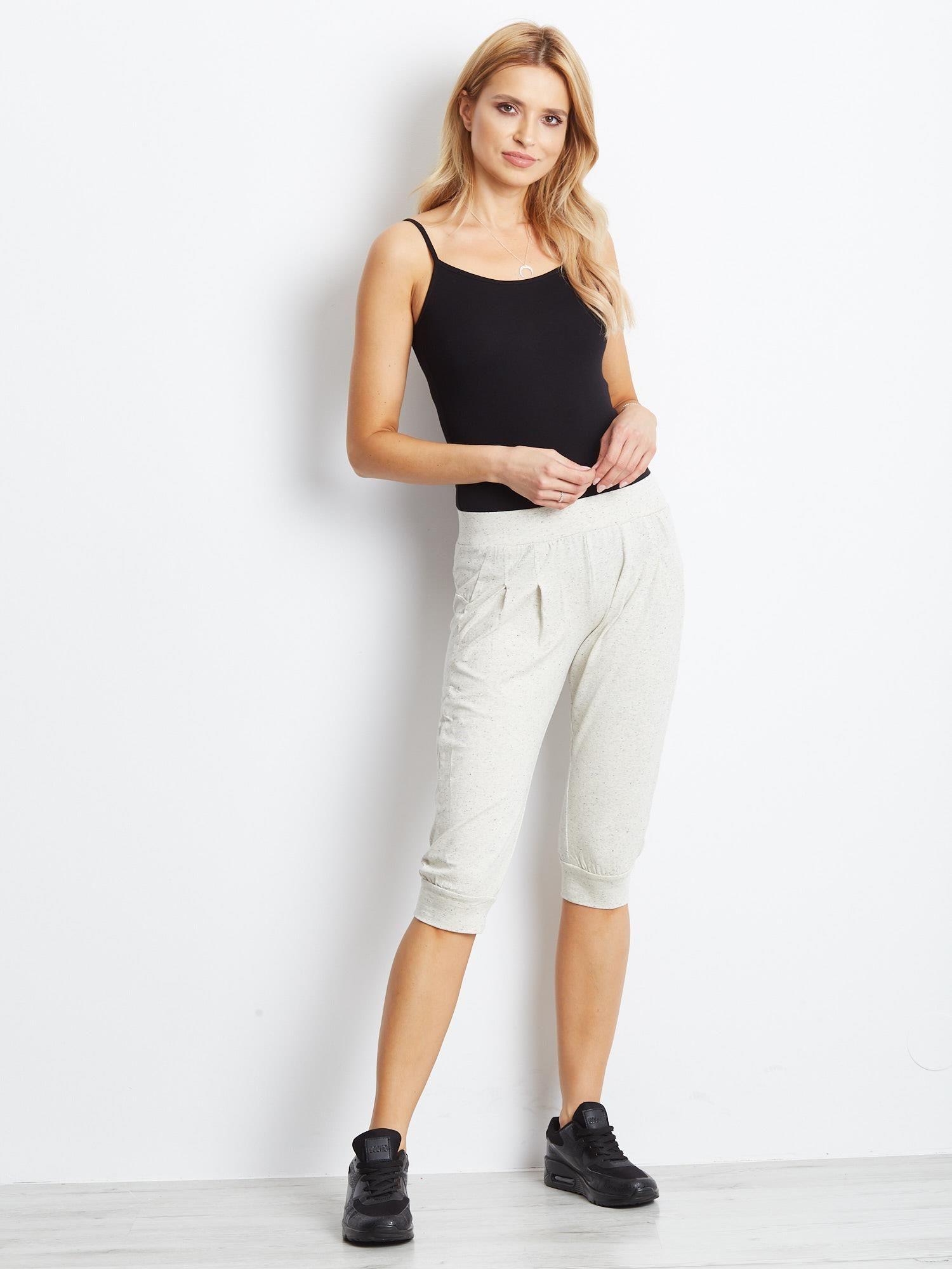 Ecru spodnie dresowe typu capri długości 3/4                                  zdj.                                  4