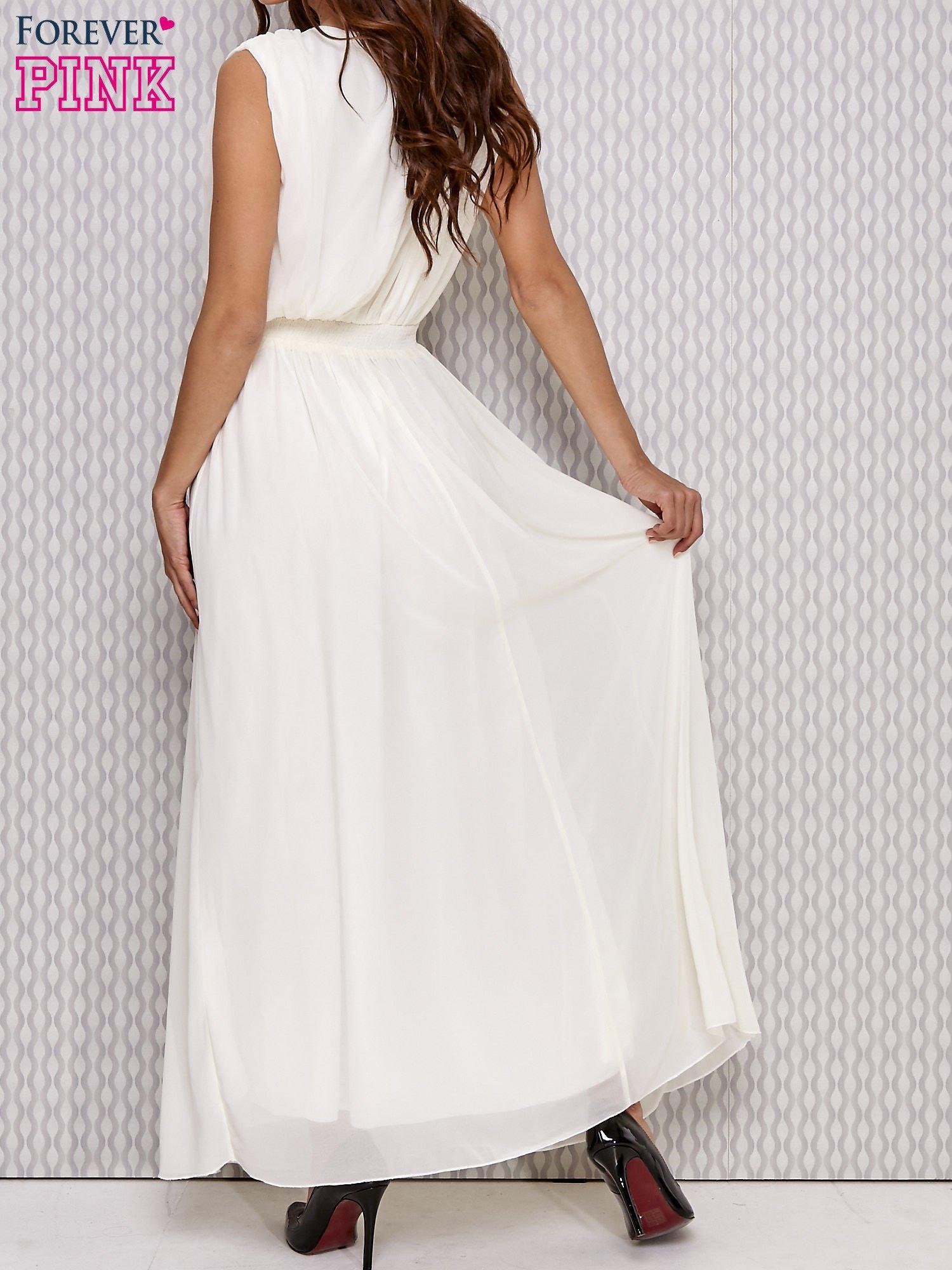 Ecru sukienka maxi z biżuteryjnym pasem                                  zdj.                                  4