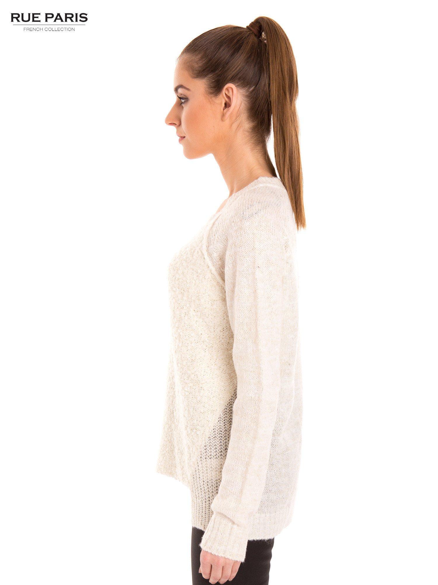 Ecru sweter z dłuższym tyłem                                  zdj.                                  3