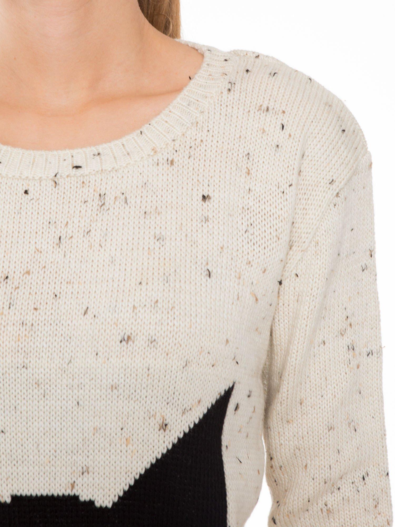 Ecru sweter z nadrukiem kota                                  zdj.                                  5