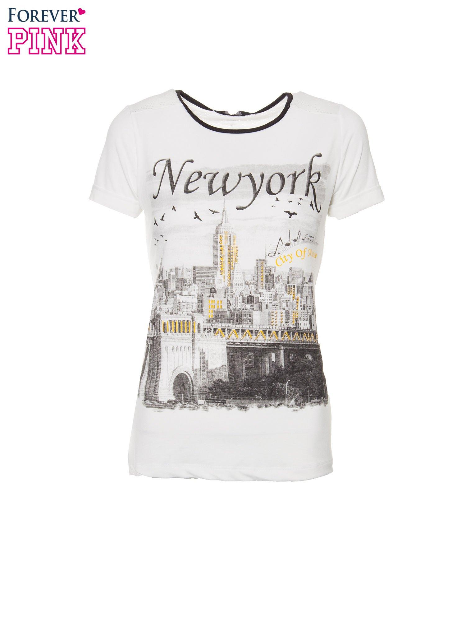 Ecru t-shirt z nadrukiem NEW YORK i ażurowym tyłem                                  zdj.                                  2