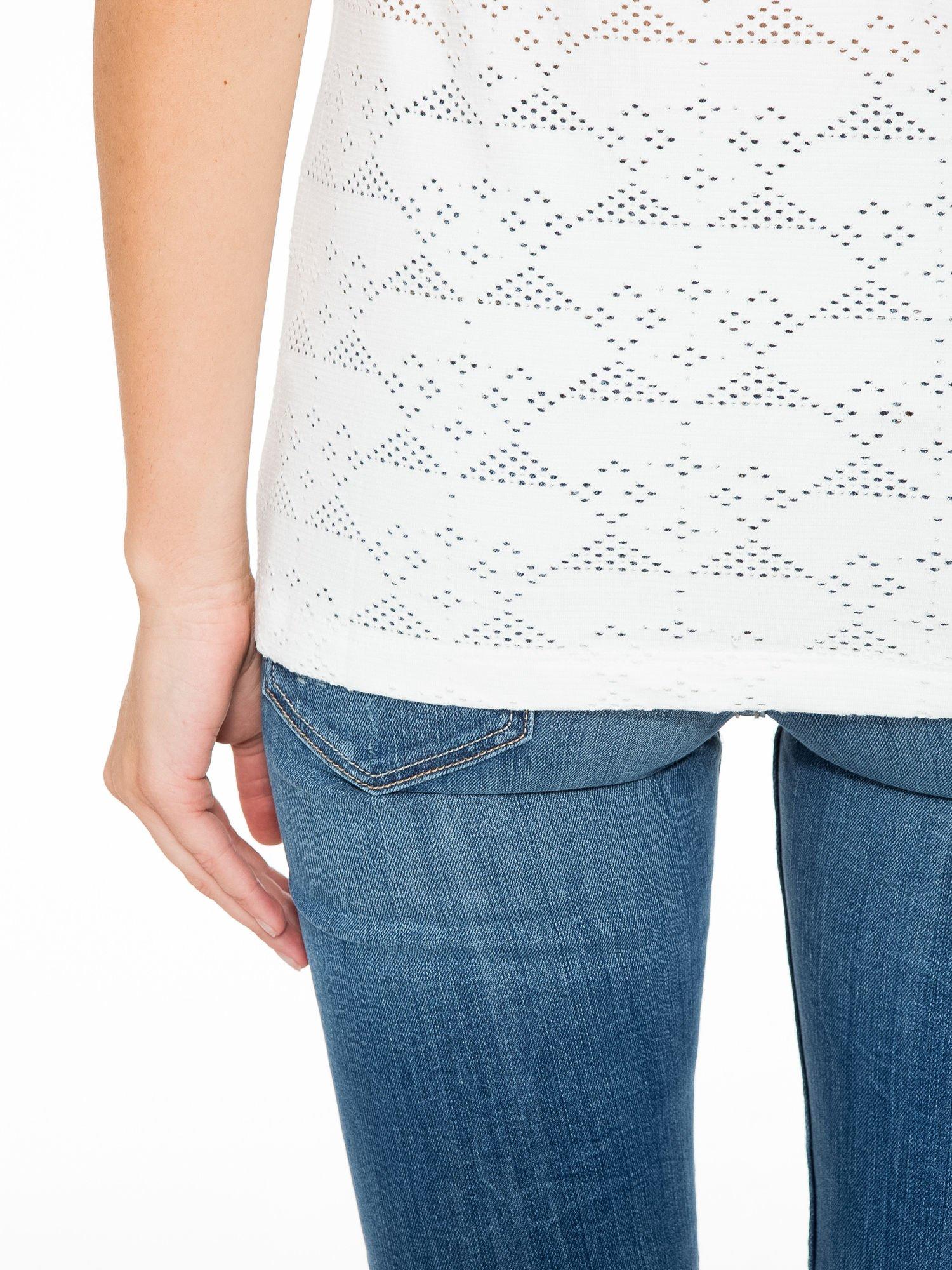Ecru t-shirt z nadrukiem NEW YORK i ażurowym tyłem                                  zdj.                                  10