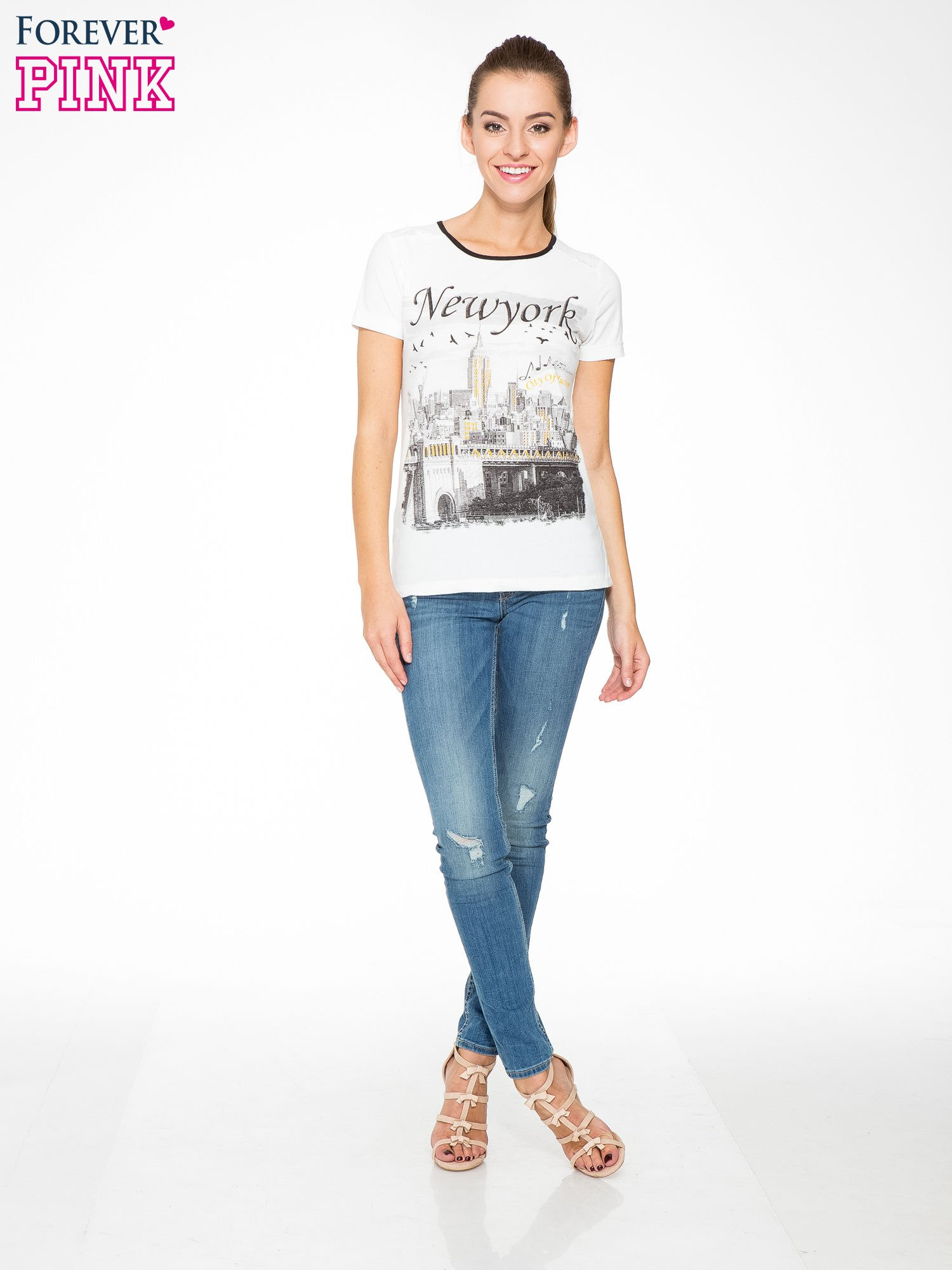 Ecru t-shirt z nadrukiem NEW YORK i ażurowym tyłem                                  zdj.                                  5