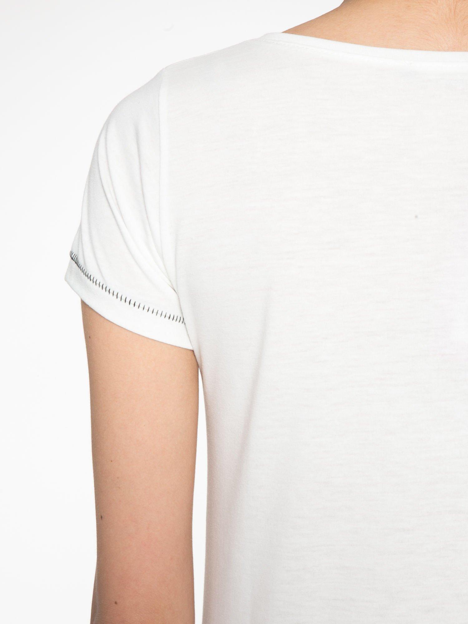 Ecru t-shirt z nadrukiem wieży Eiffla                                  zdj.                                  10