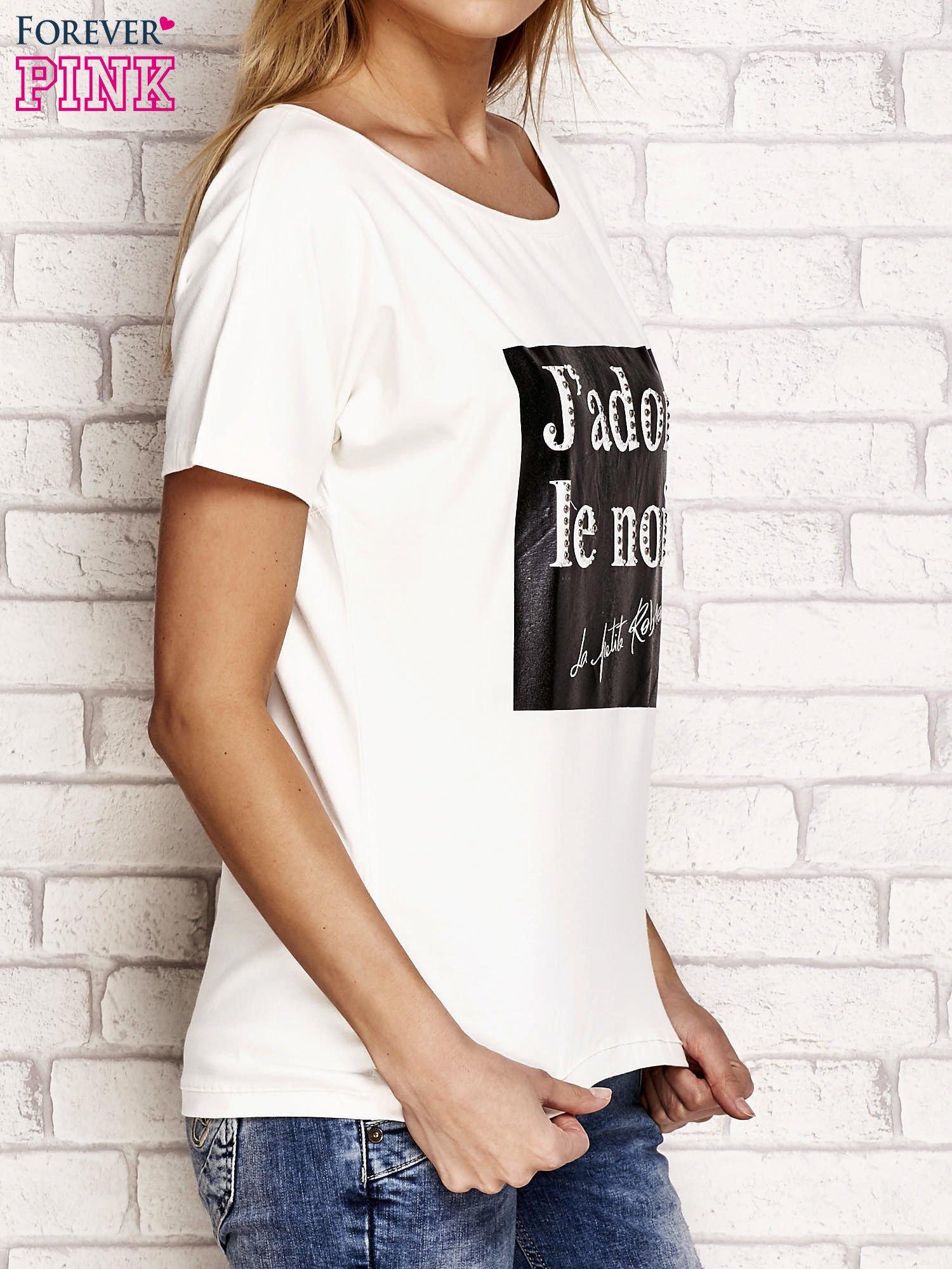 Ecru t-shirt z napisem J'ADORE LE NOIR                                  zdj.                                  3
