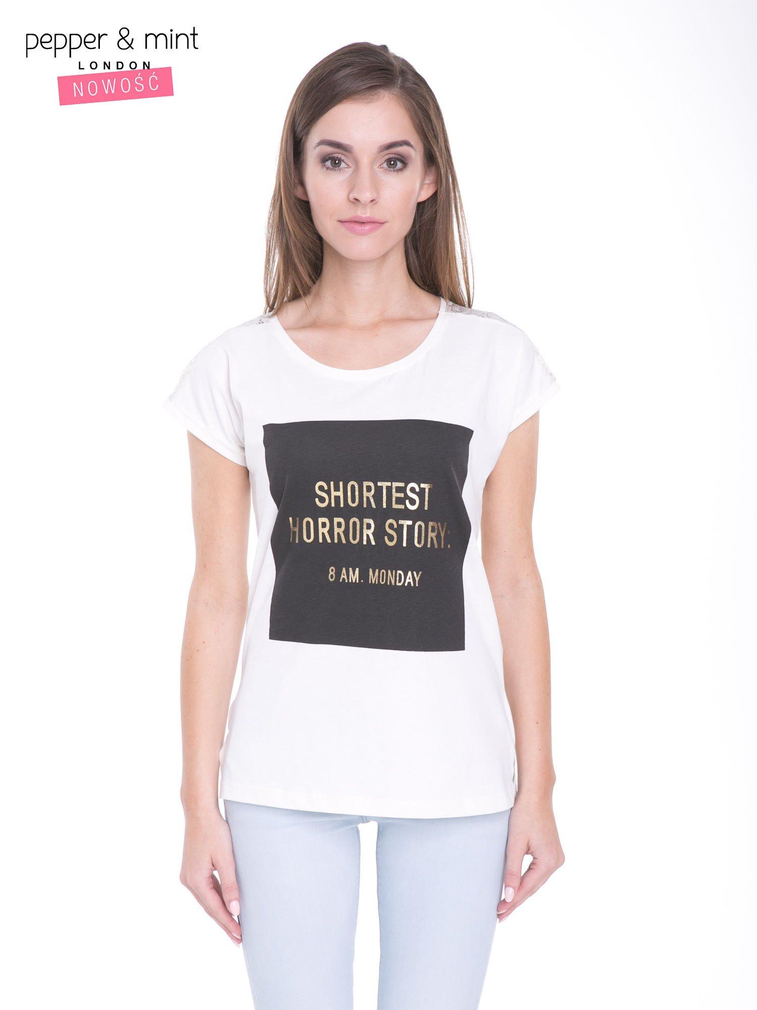 Ecru t-shirt z zabawnym nadrukiem SHORTEST HORROR STORY 8 AM. MONDAY                                  zdj.                                  1