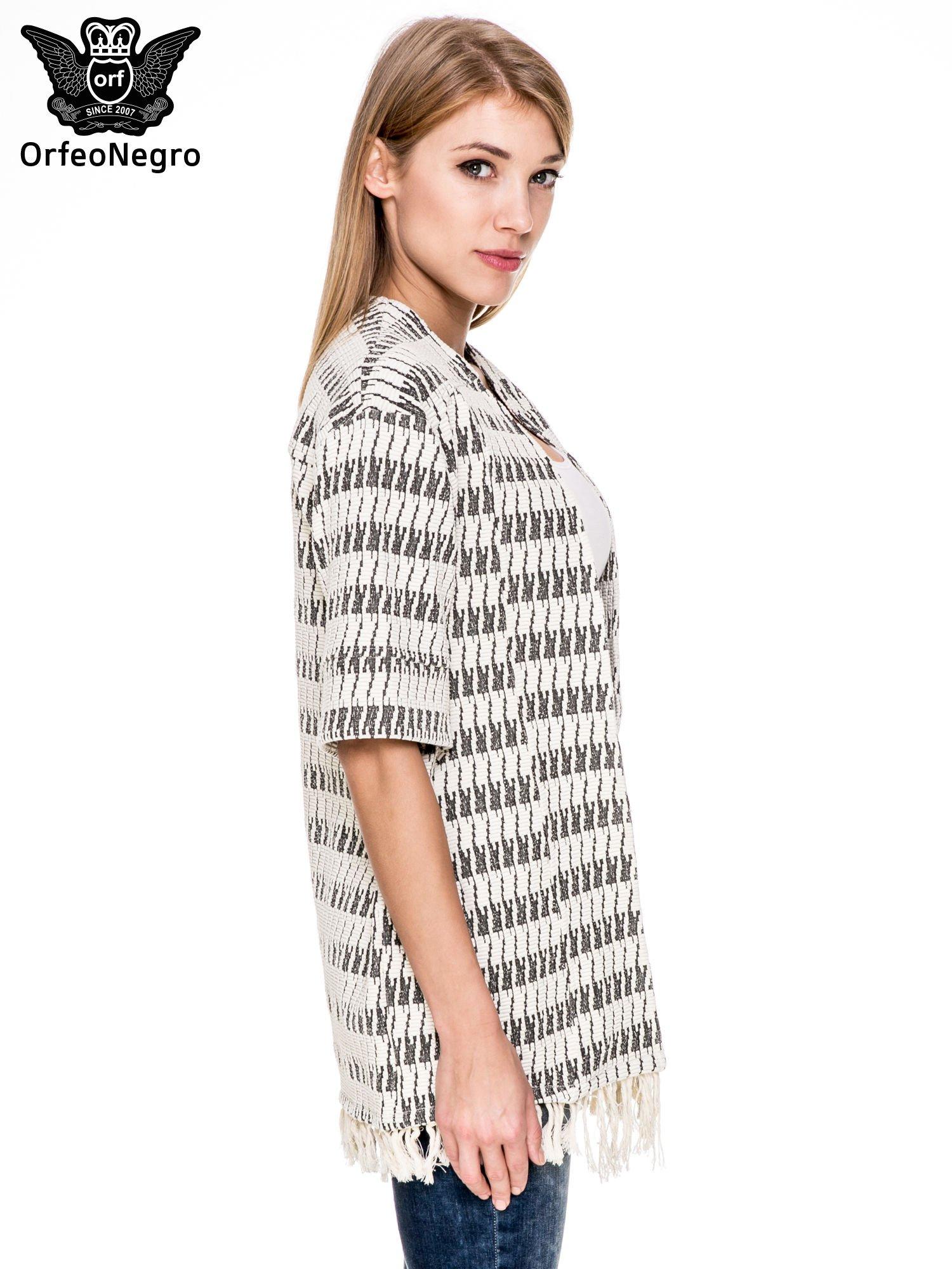 Ecru wzorzyste kimono z frędzlami                                  zdj.                                  3