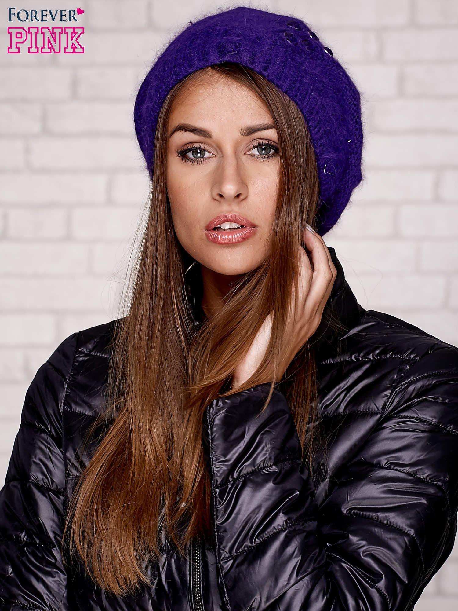 Fioletowa czapka z angory z aplikacją                                  zdj.                                  1