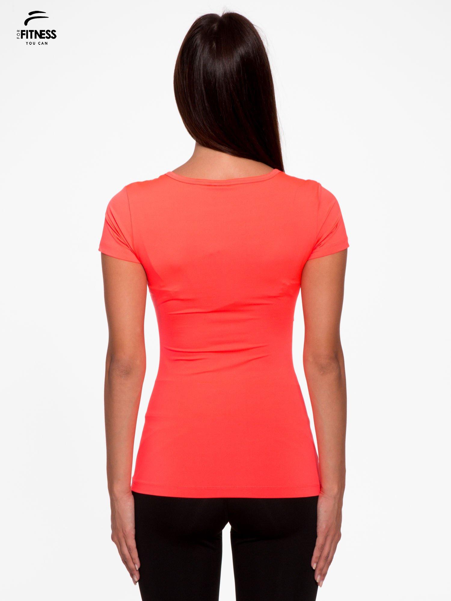 Fluoróżowy termoaktywny t-shirt sportowy z siateczką przy dekolcie ♦ Performance RUN                                  zdj.                                  4