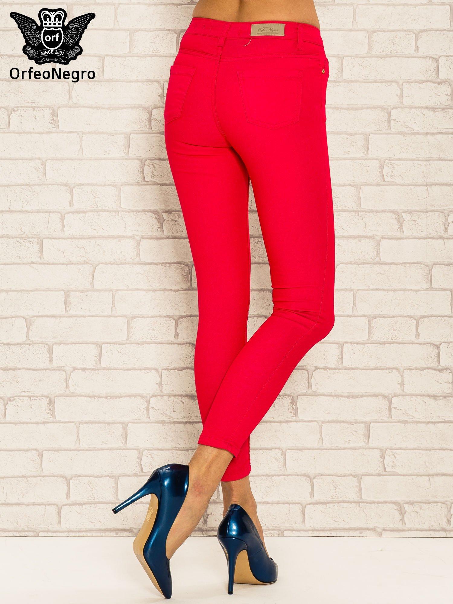 Fuksjowe spodnie rurki skinny z kieszeniami                                  zdj.                                  4