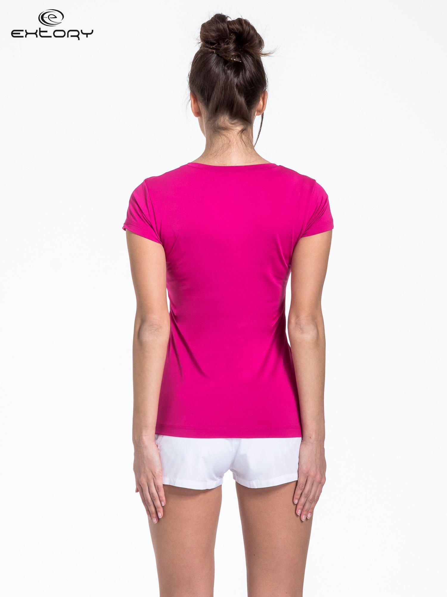 Fuksjowy modelujący t-shirt sportowy z przeszyciami                                  zdj.                                  4
