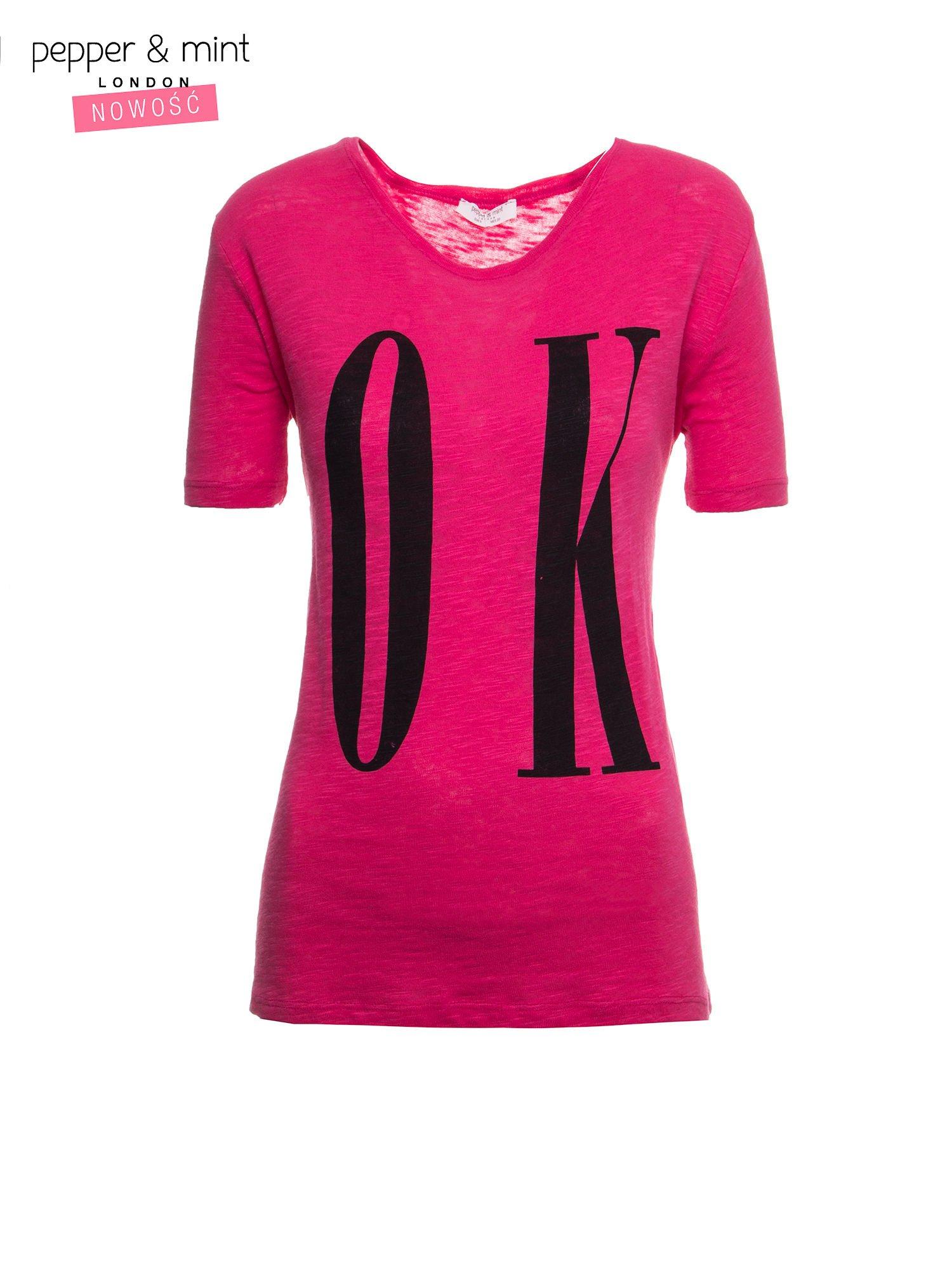 Fuksjowy t-shirt z napisem OK                                  zdj.                                  2