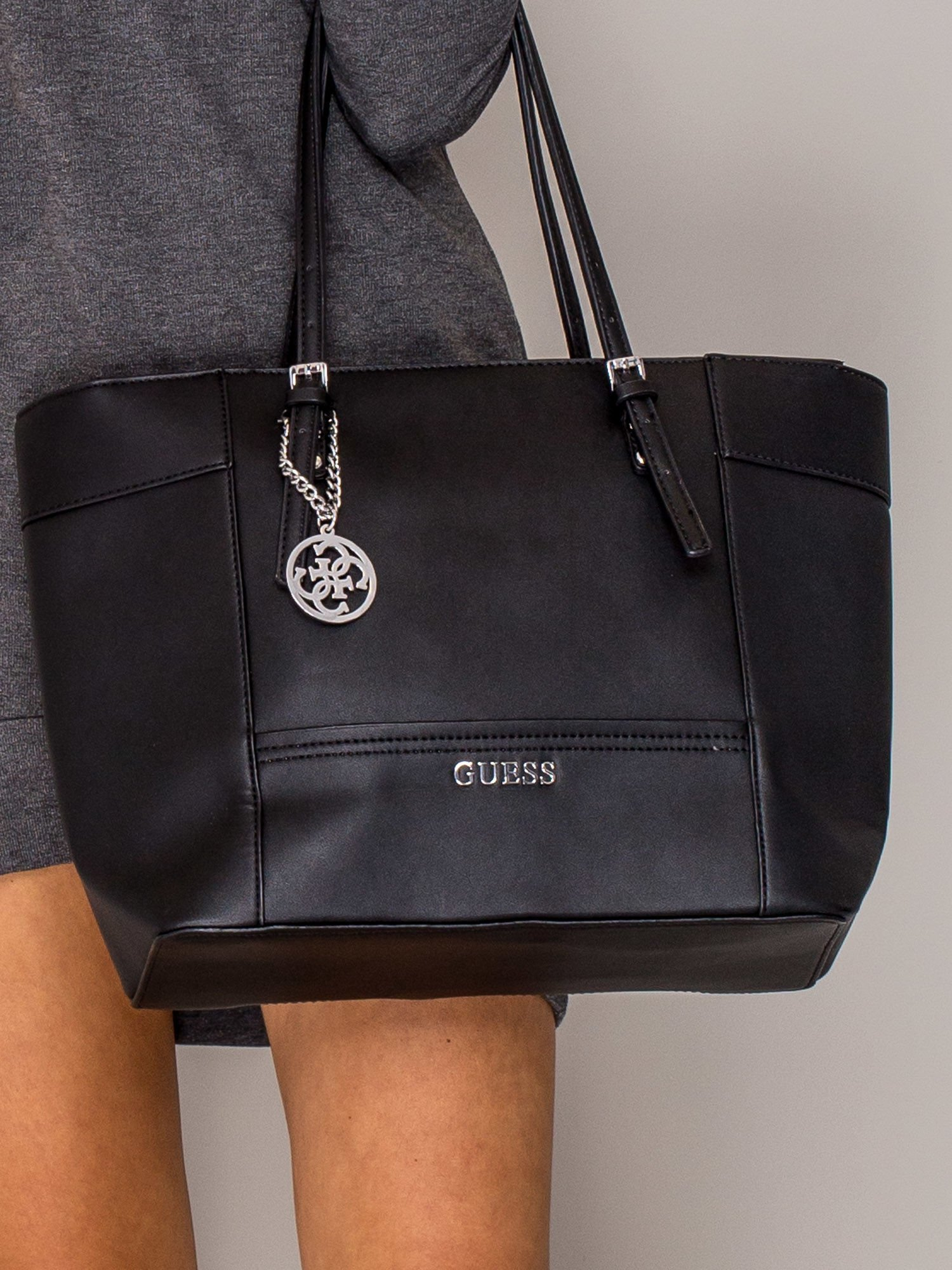 5b9c167b18501 GUESS Czarna torba shopper bag - Akcesoria torba - sklep eButik.pl