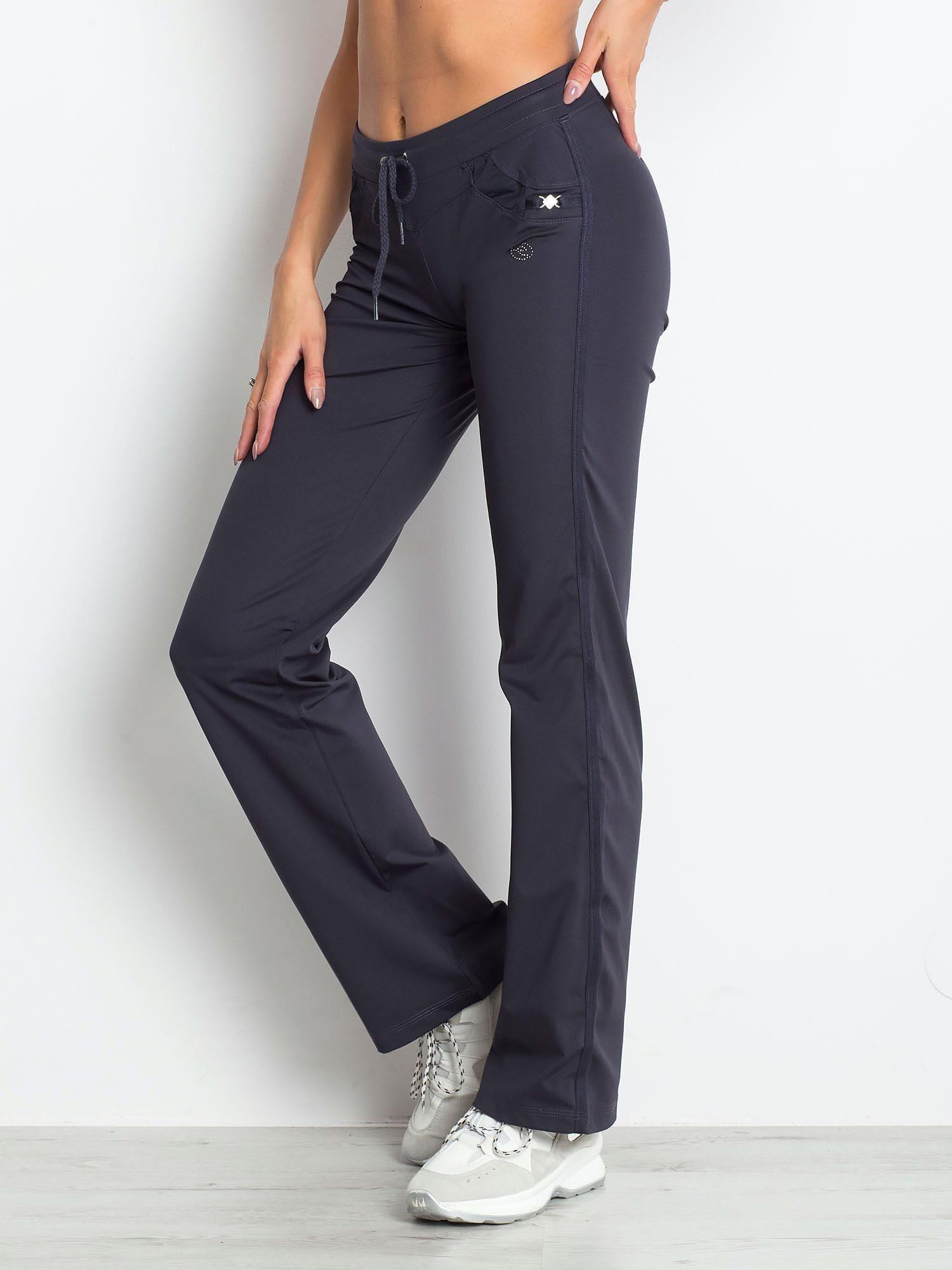 Grafitowe spodnie dresowe z aplikacją                                  zdj.                                  3