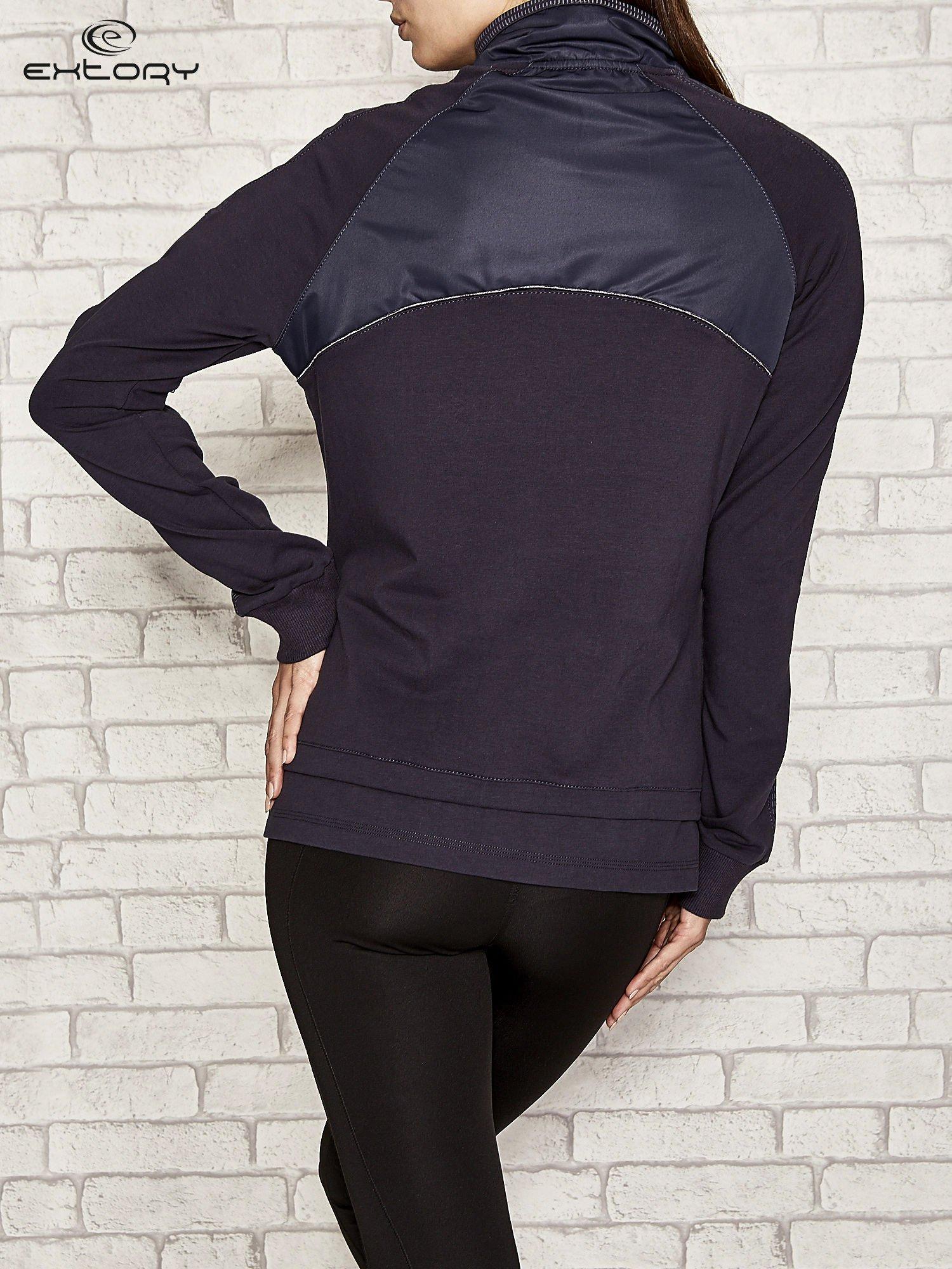 Granatowa bluza sportowa fitness z wiązaniem                                  zdj.                                  3