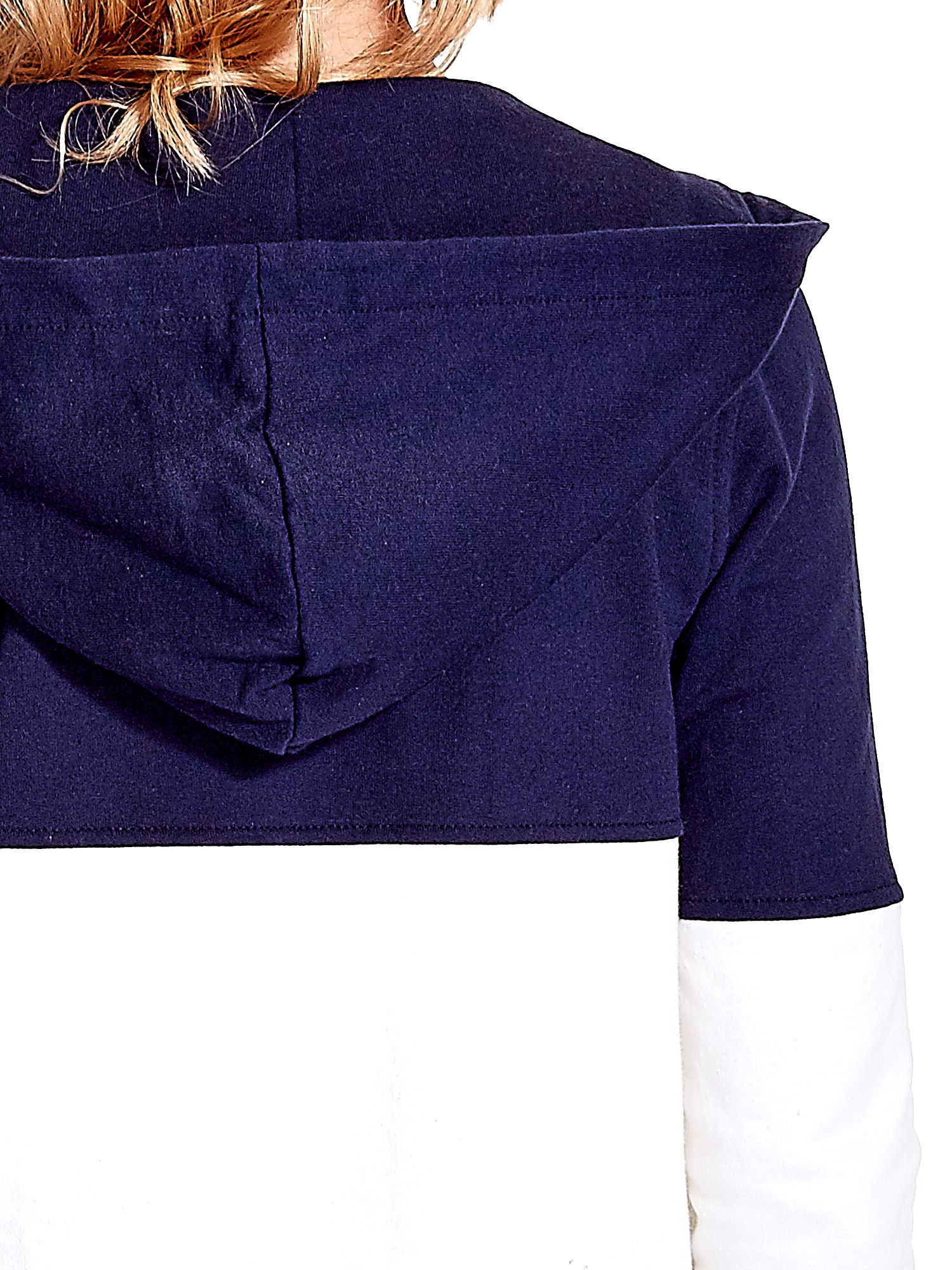 Granatowa bluza w szerokie kolorowe pasy                                  zdj.                                  8