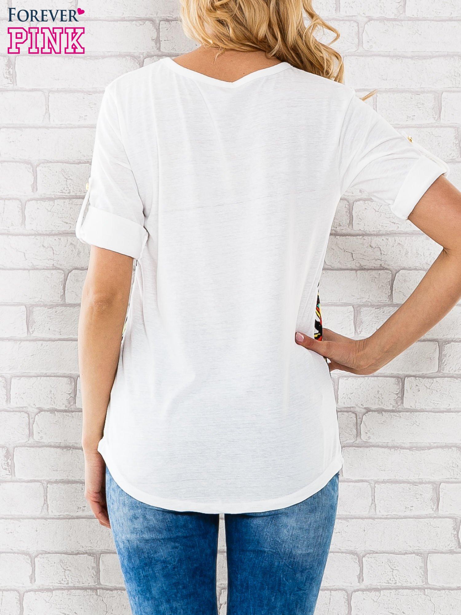 Granatowa bluzka w szerokie pasy i nadrukiem motyli                                  zdj.                                  3