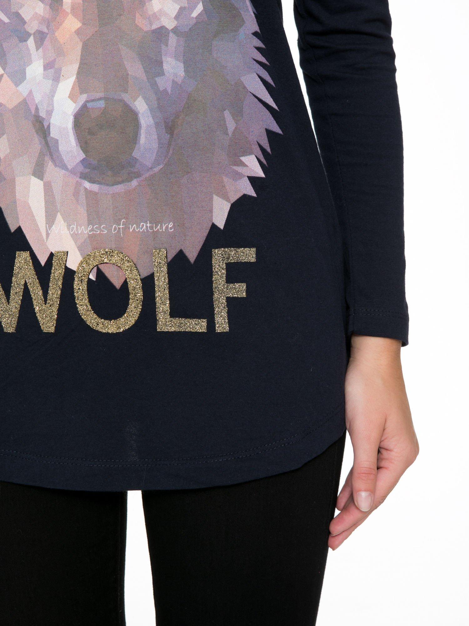 Granatowa bluzka z nadrukiem wilka i brokatowym napisem WOLF                                  zdj.                                  8
