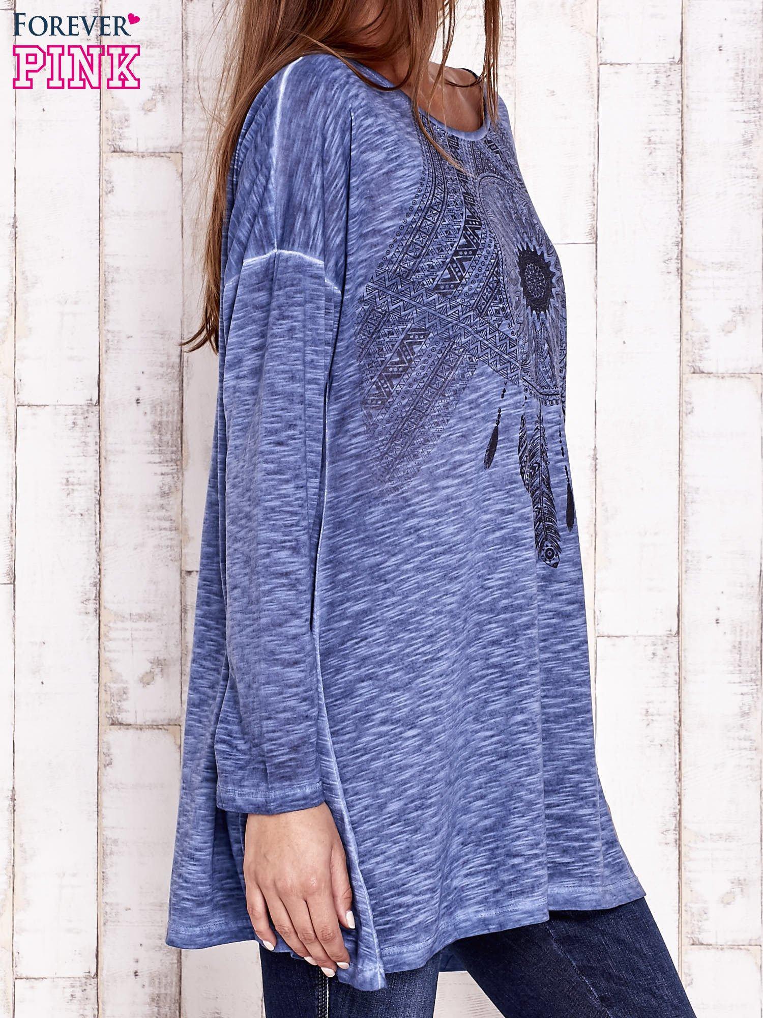Granatowa dekatyzowana bluzka oversize z łapaczem snów                                  zdj.                                  3