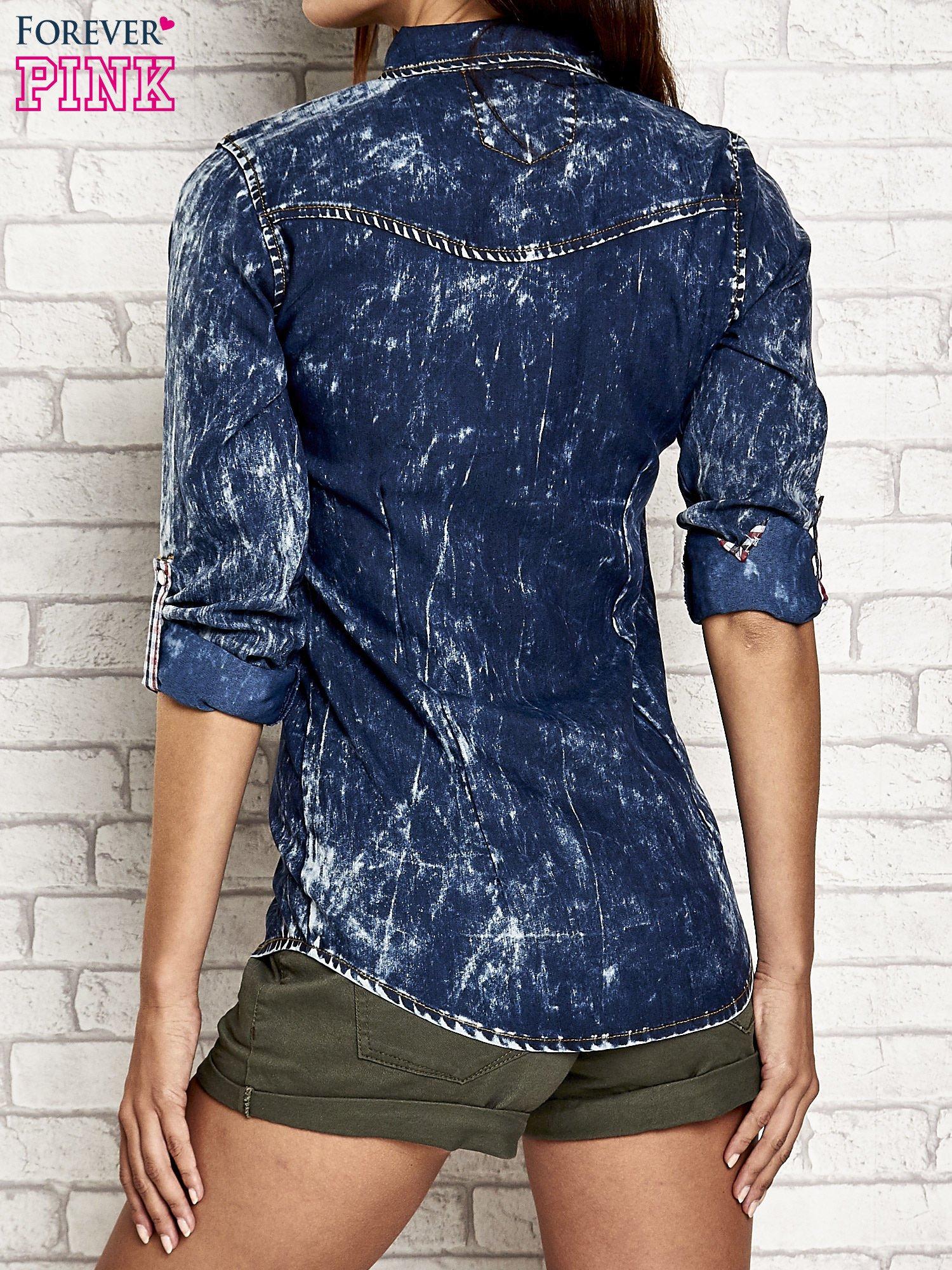 Granatowa dekatyzowana koszula jeansowa                                   zdj.                                  5